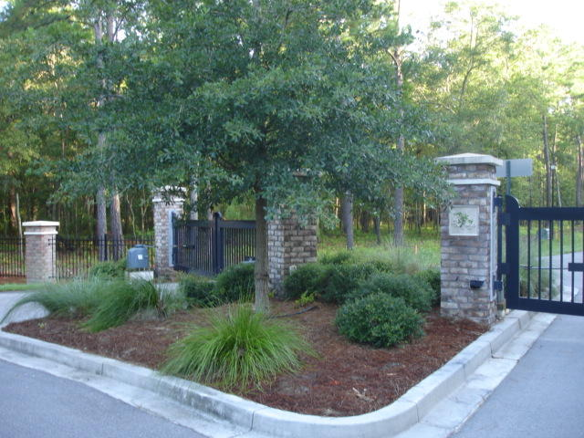 12 Buttonbush Dr. Ravenel, SC 29470