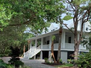 2730 Middle Street, Sullivans Island, SC 29482