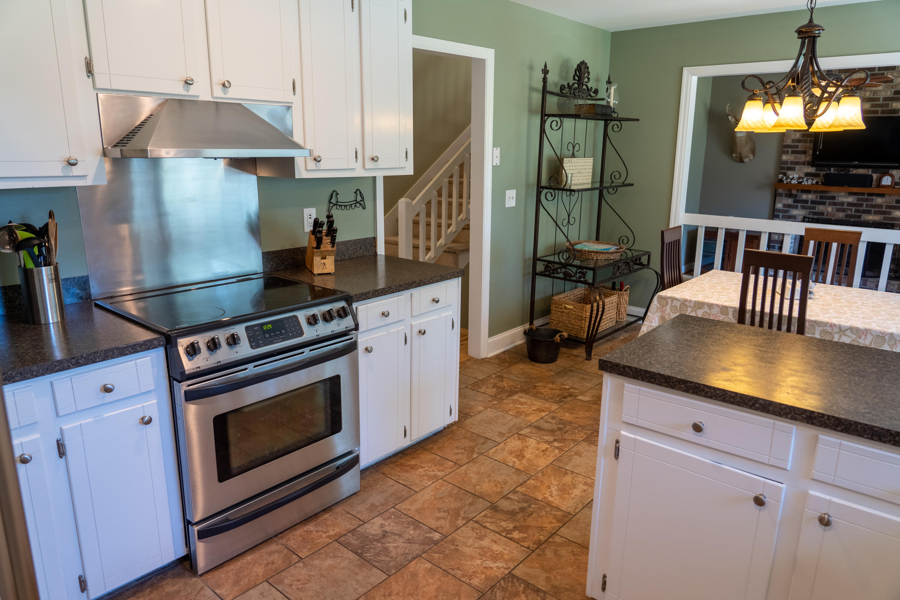 8025 Eberly Avenue North Charleston, SC 29420