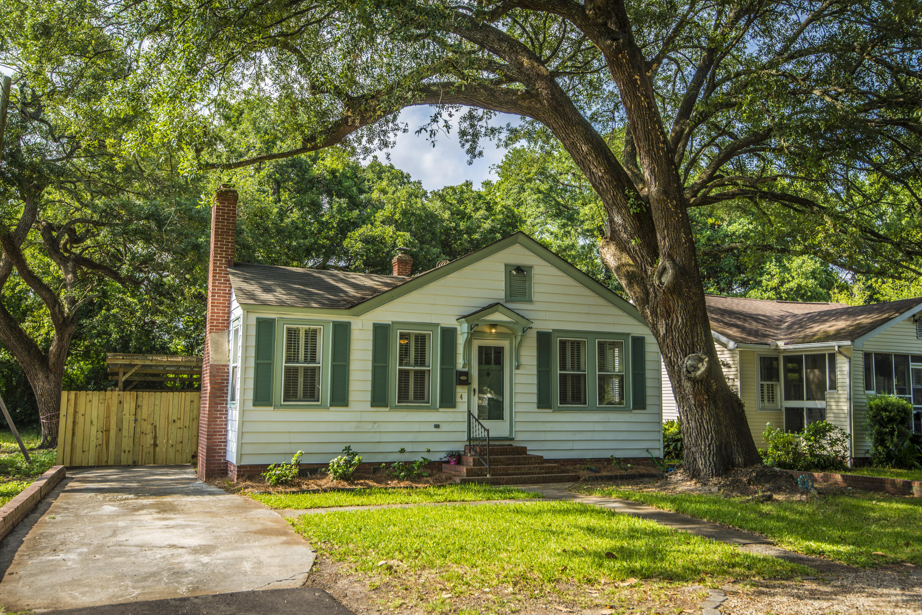 4 Live Oak Avenue Charleston, SC 29407