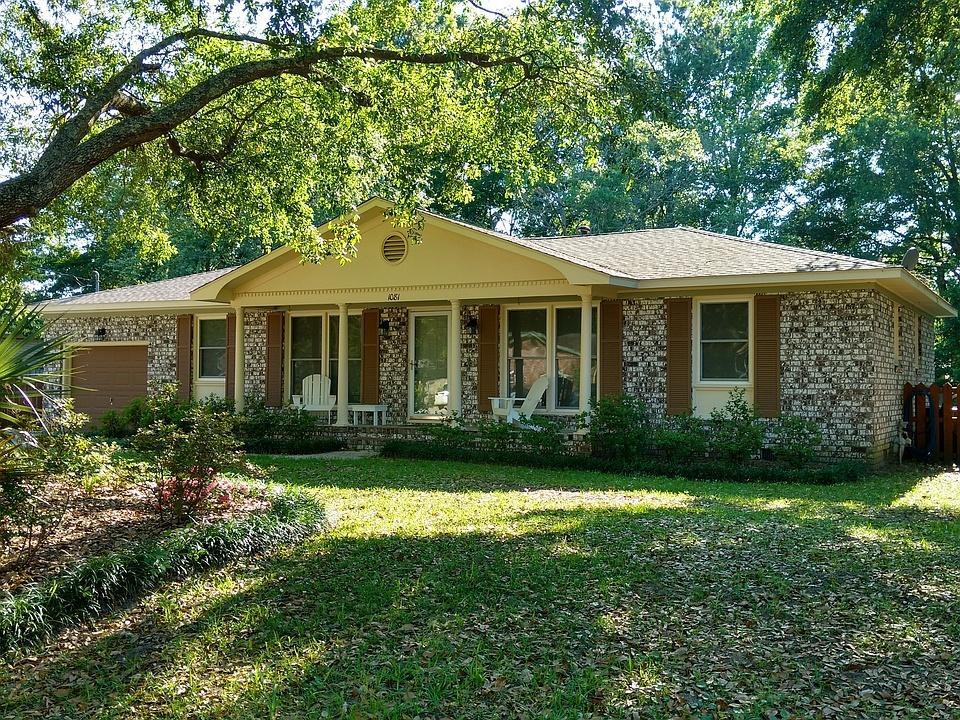 1081 Woodside Drive Charleston, SC 29412