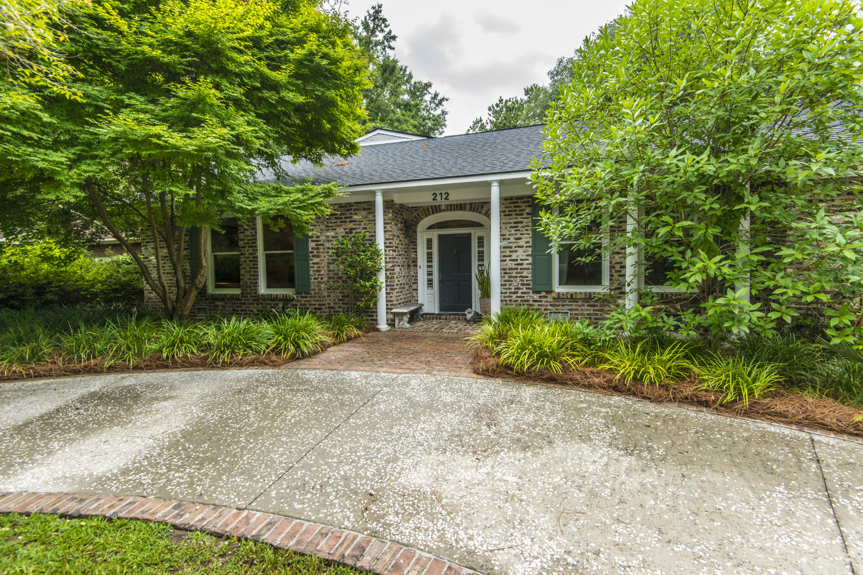 212 Lakeview Drive Summerville, SC 29485