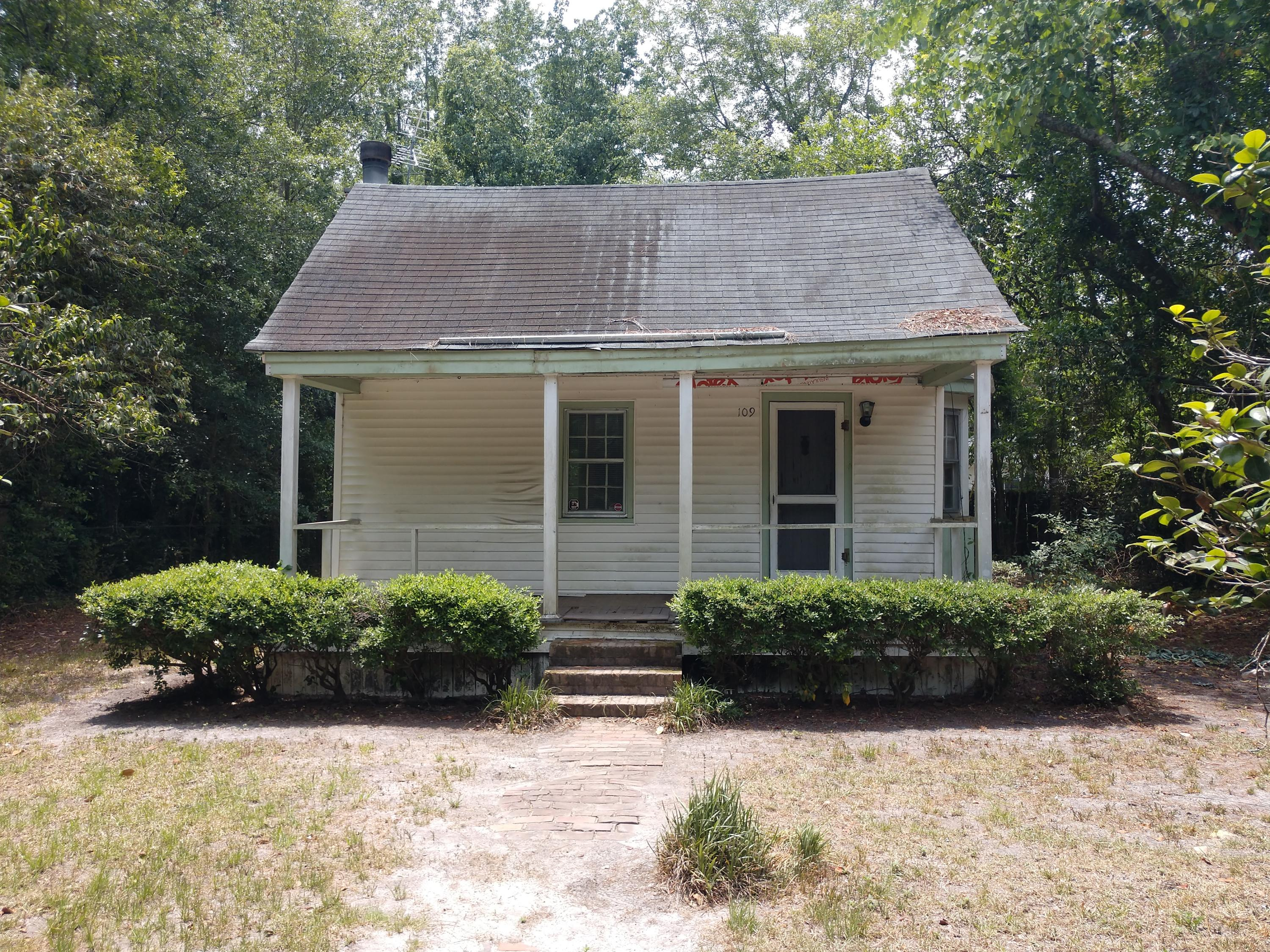 109 E Carolina Avenue Summerville, SC 29483