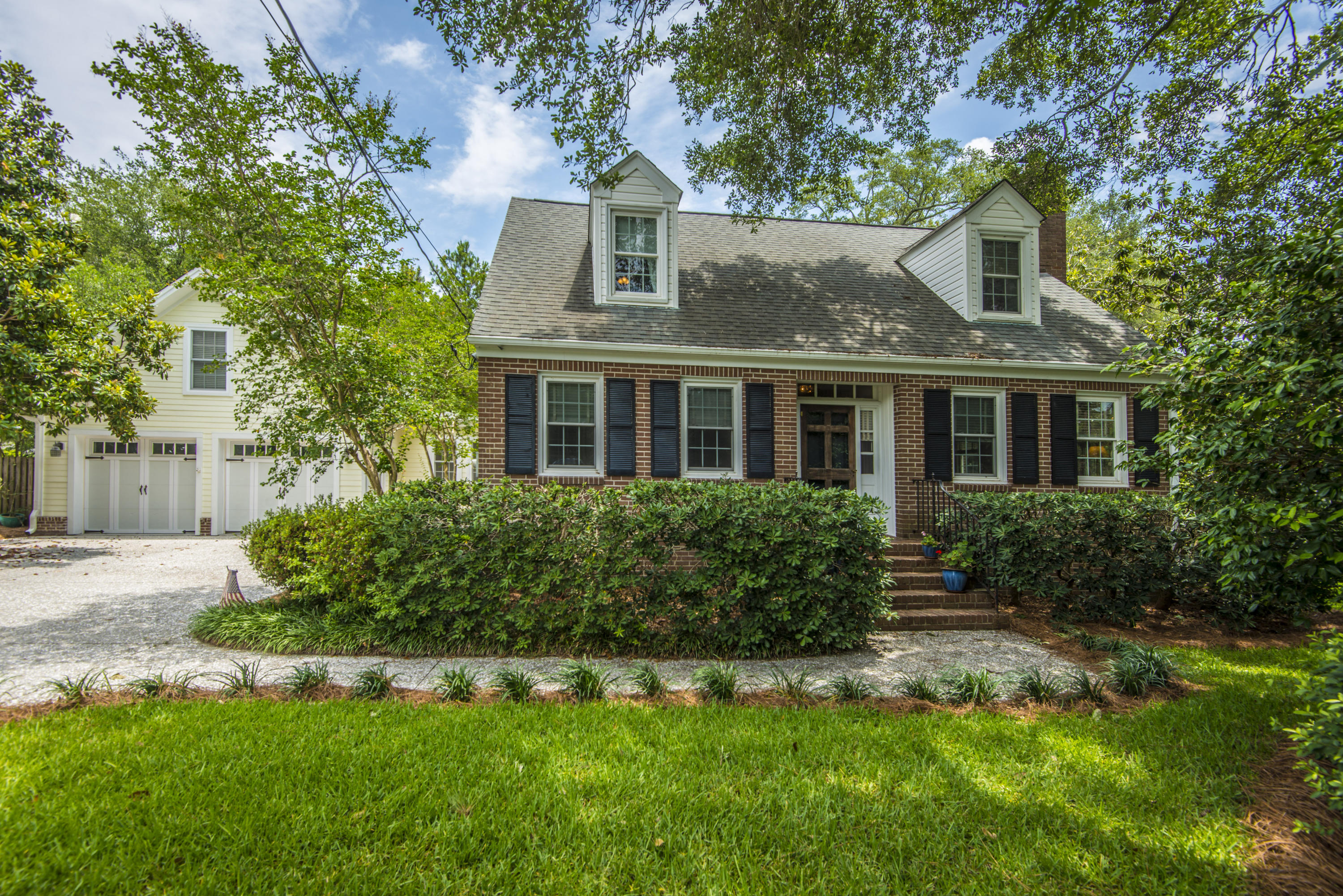 1023 Lakeview Drive Mount Pleasant, SC 29464