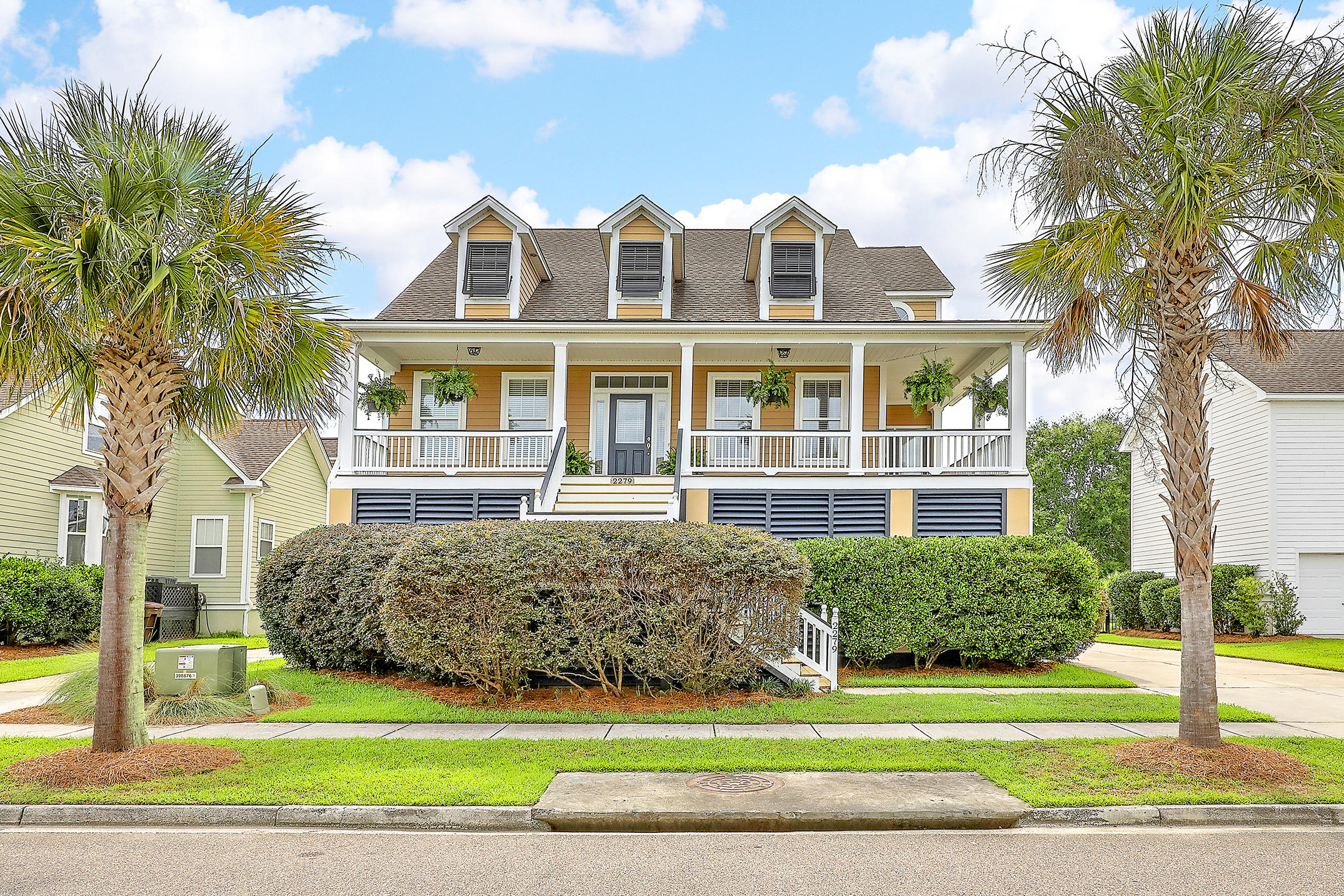 2279 Sandy Point Lane Mount Pleasant, SC 29466