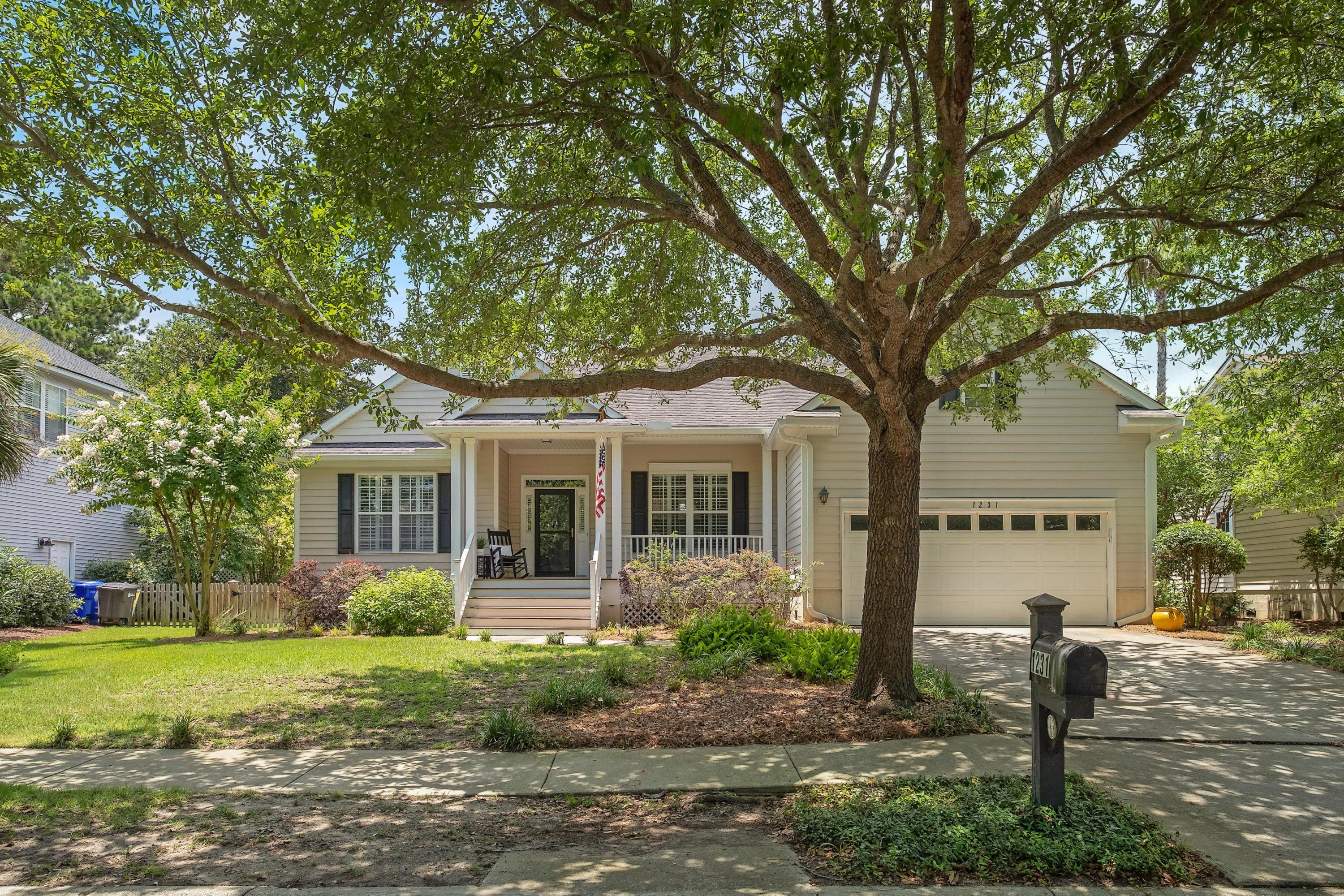 1231 Palmetto Peninsula Drive Mount Pleasant, SC 29464