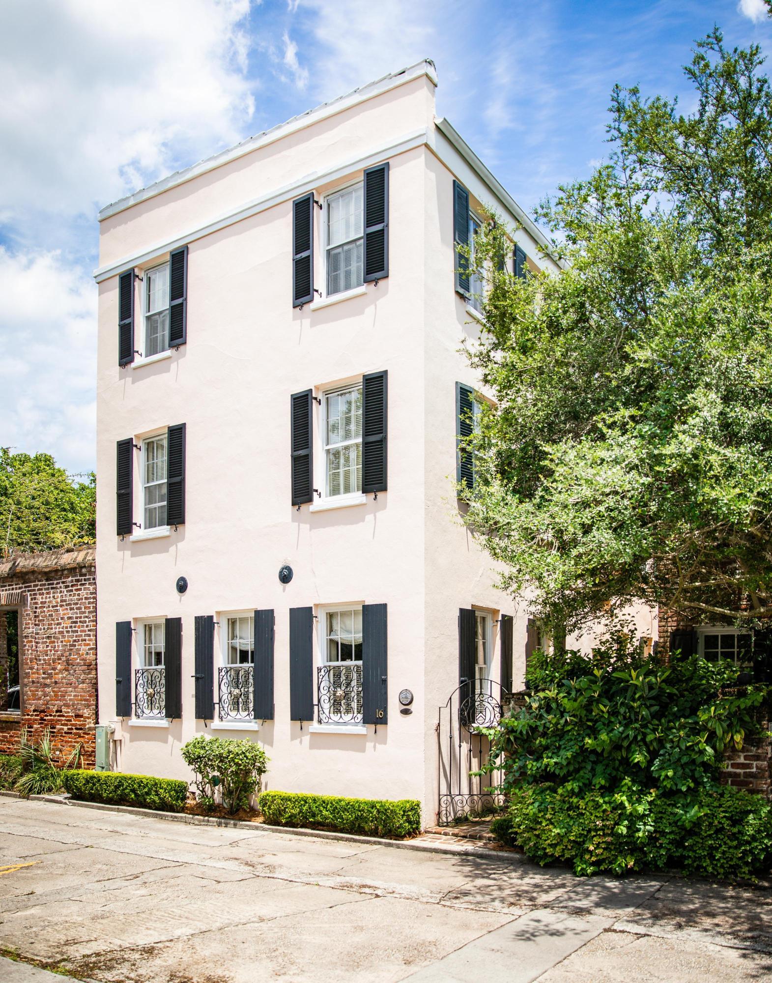16 Bedons Alley Charleston, SC 29401