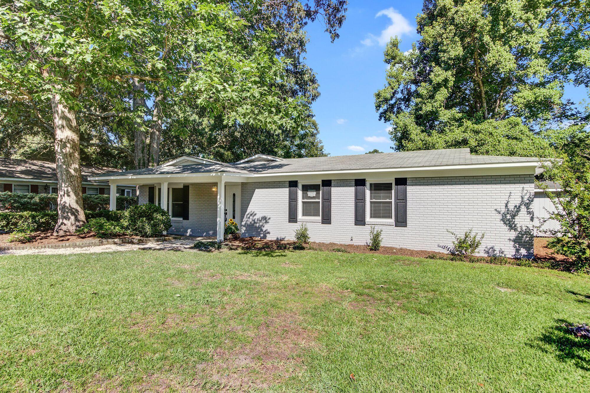 2048 Vestry Drive Charleston, SC 29414