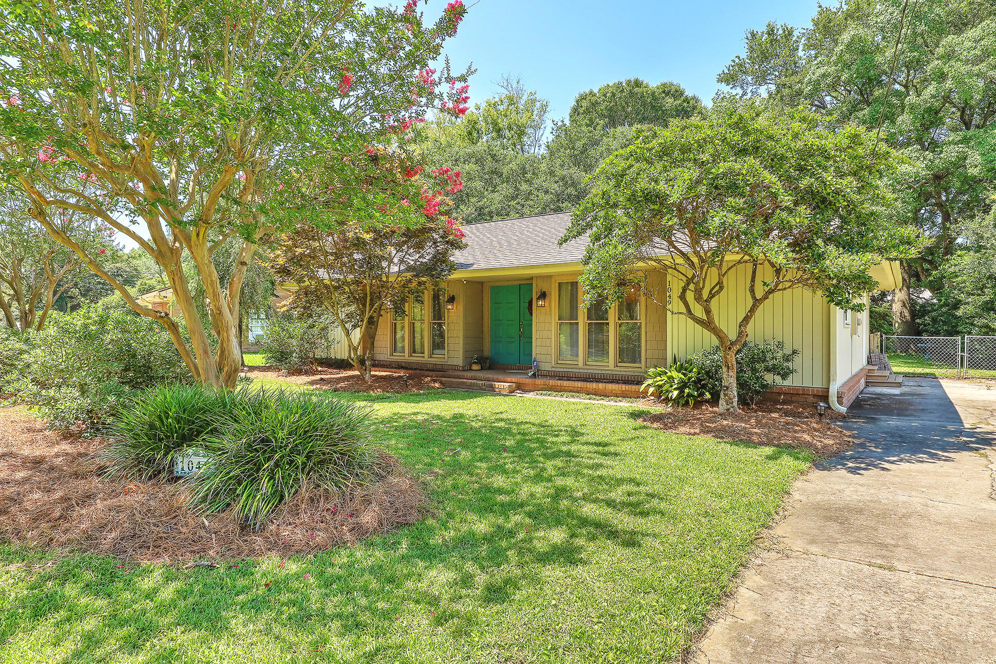 1049 Wellington Drive Charleston, SC 29412