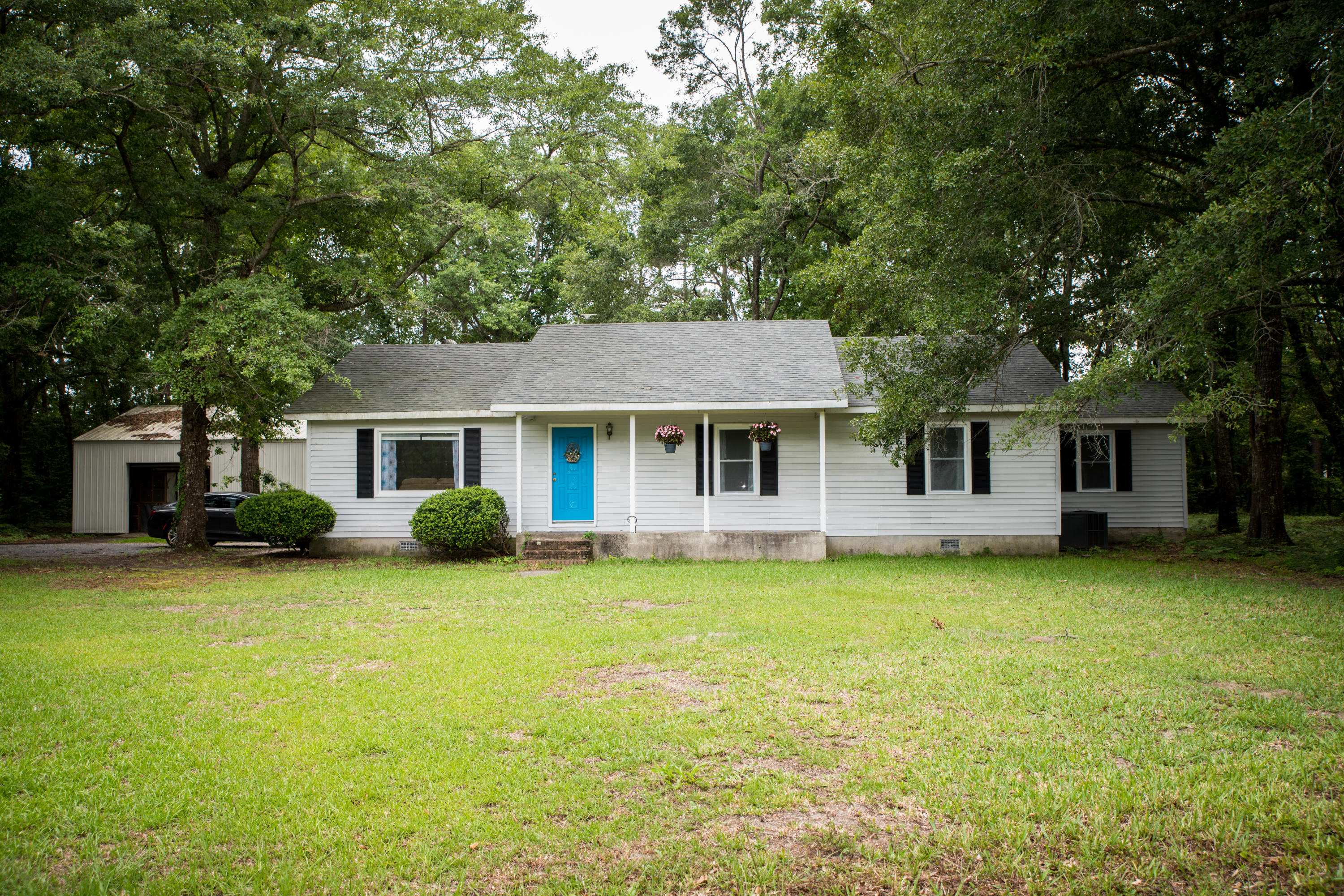 6402 Maxville Road Awendaw, SC 29429