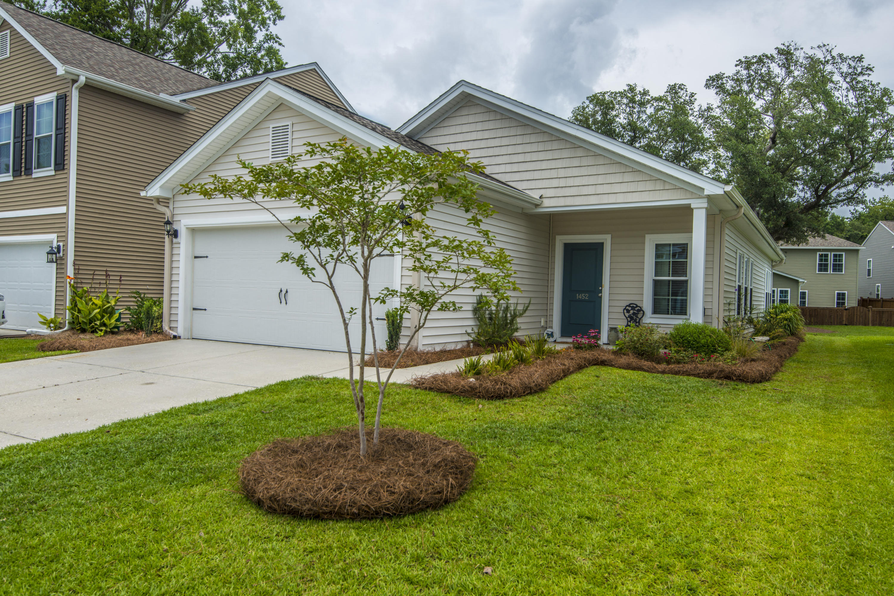 1452 Oldenburg Drive Mount Pleasant, SC 29429