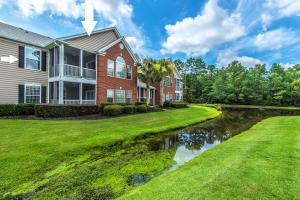Pond Front, Top floor condo!