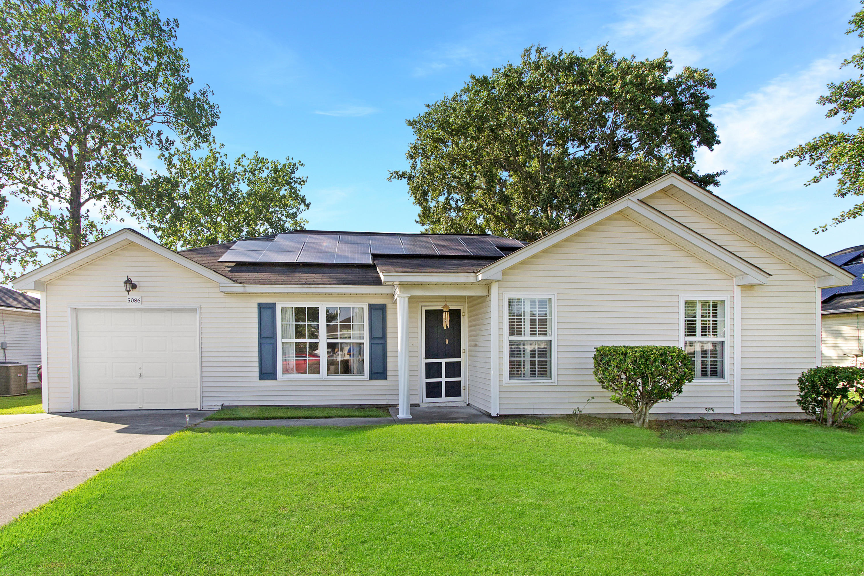5086 Westview Street North Charleston, SC 29418