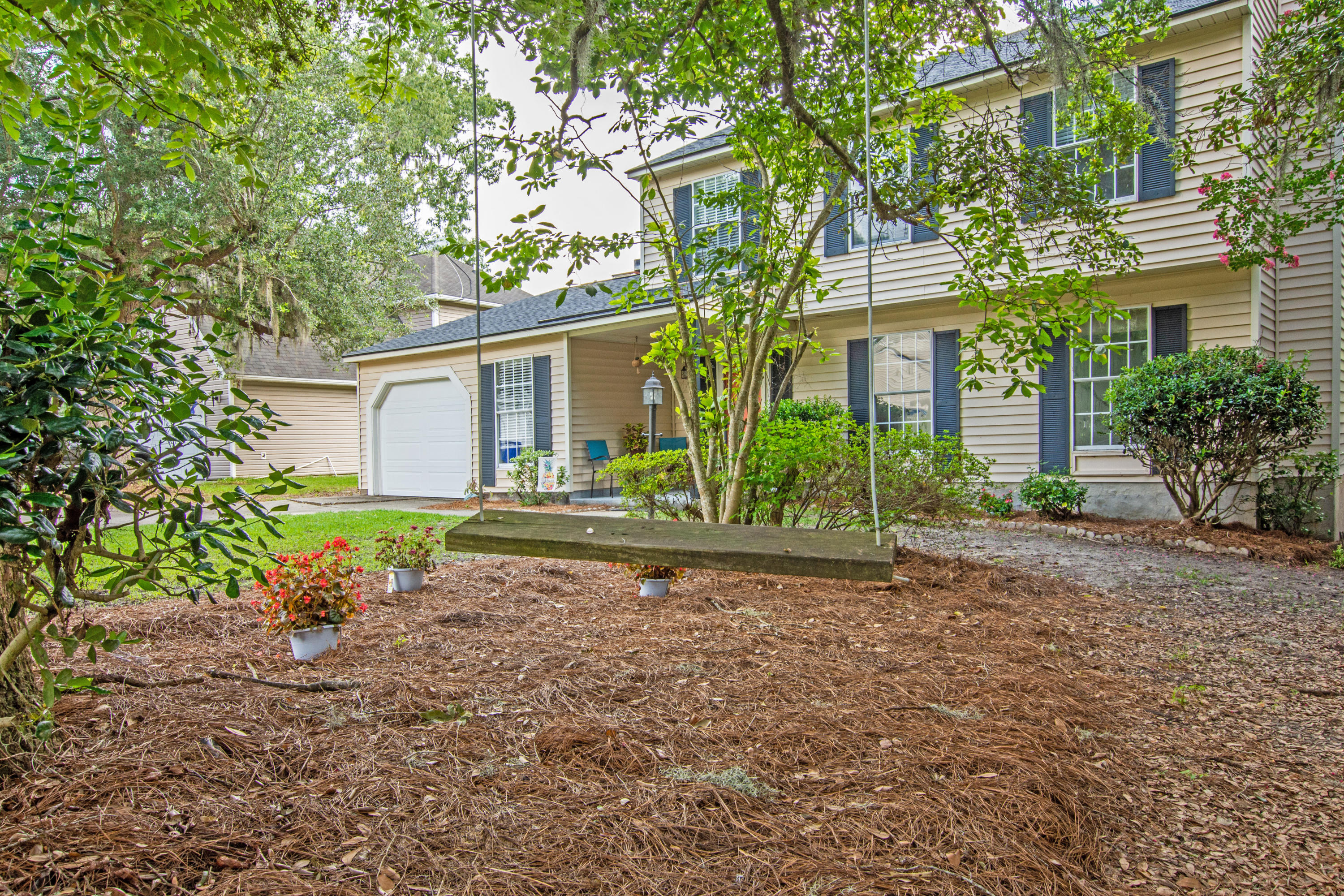 8128 Lansbury Court North Charleston, SC 29420