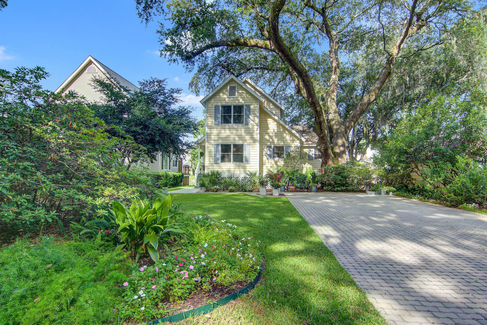 775 Lake Frances Drive Charleston, SC 29412
