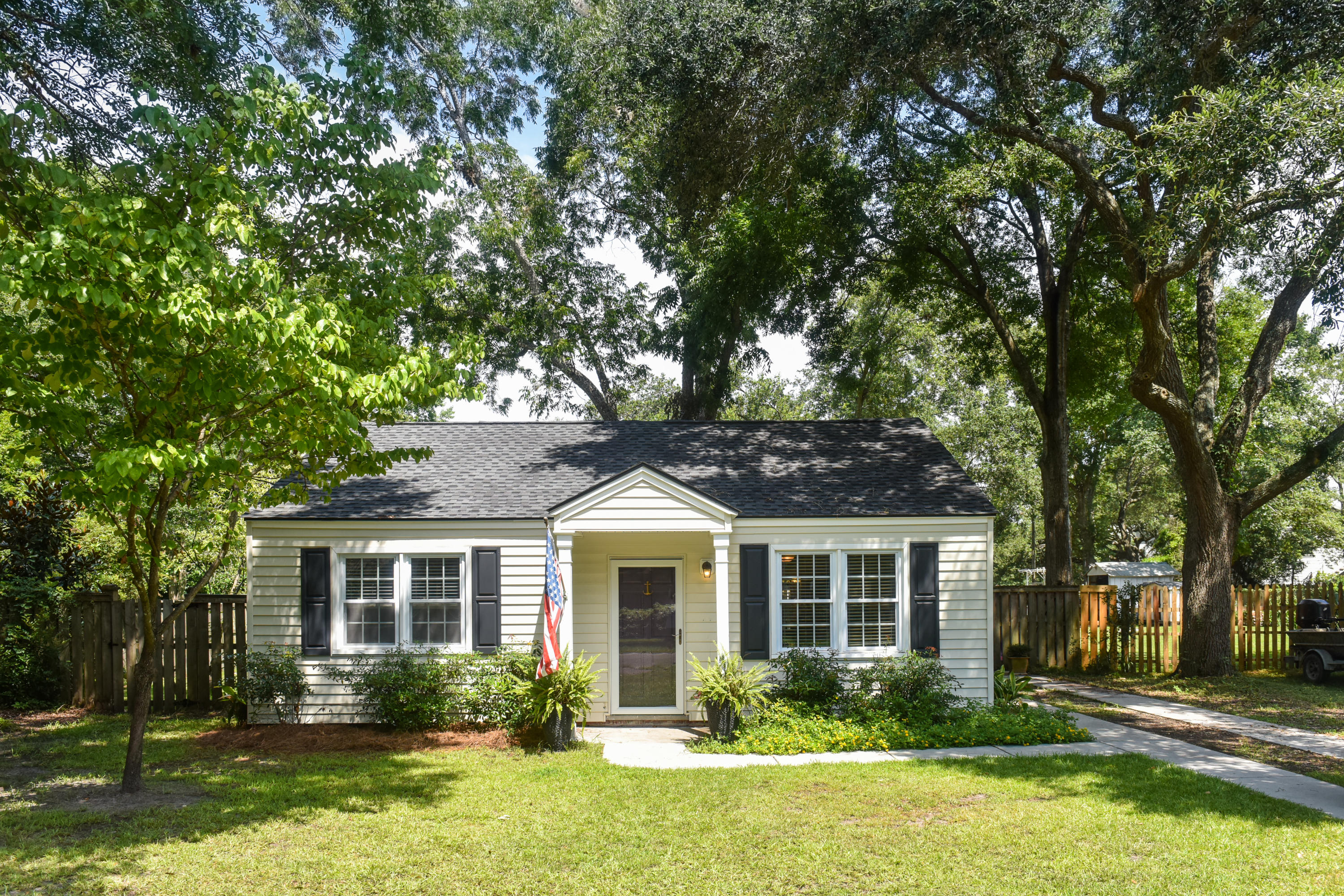 750 Atlantic Street Mount Pleasant, SC 29464