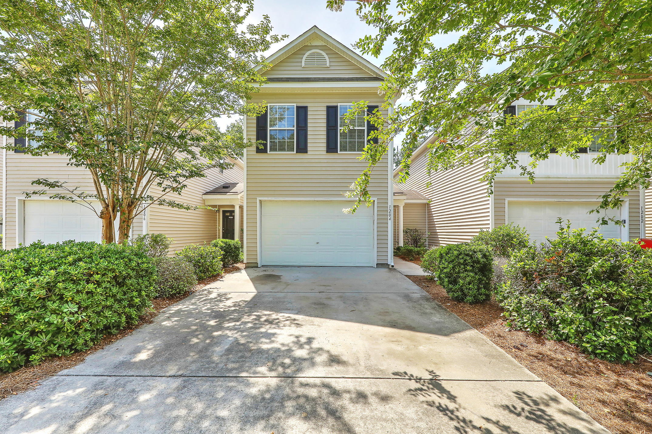 1204 Vistiana Drive North Charleston, SC 29420