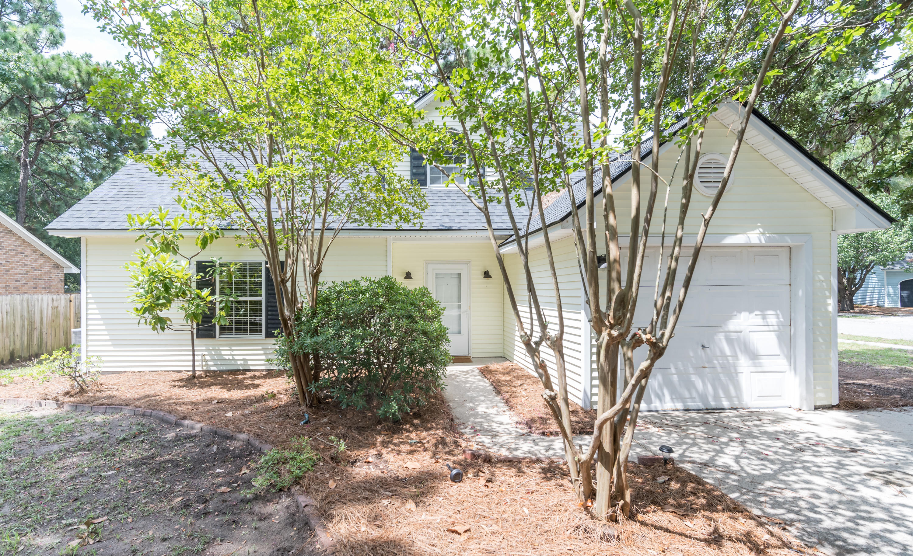 1394 West Point Dr Mount Pleasant, SC 29464