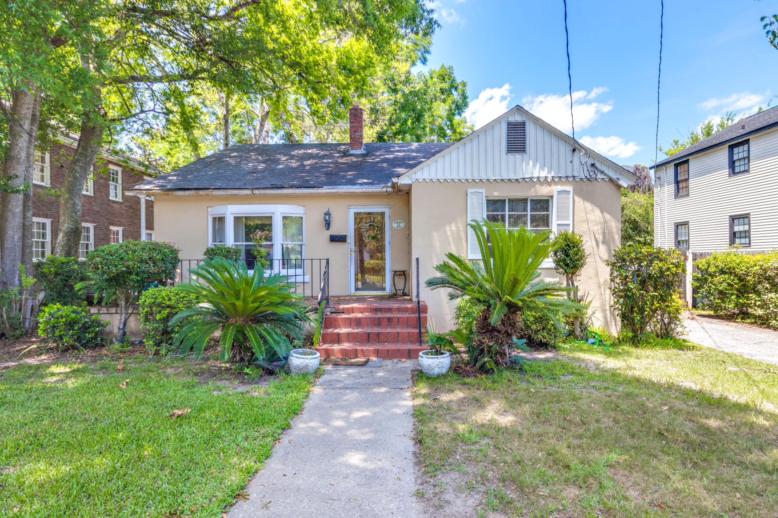 24 Dunnemann Ave Charleston, SC 29403