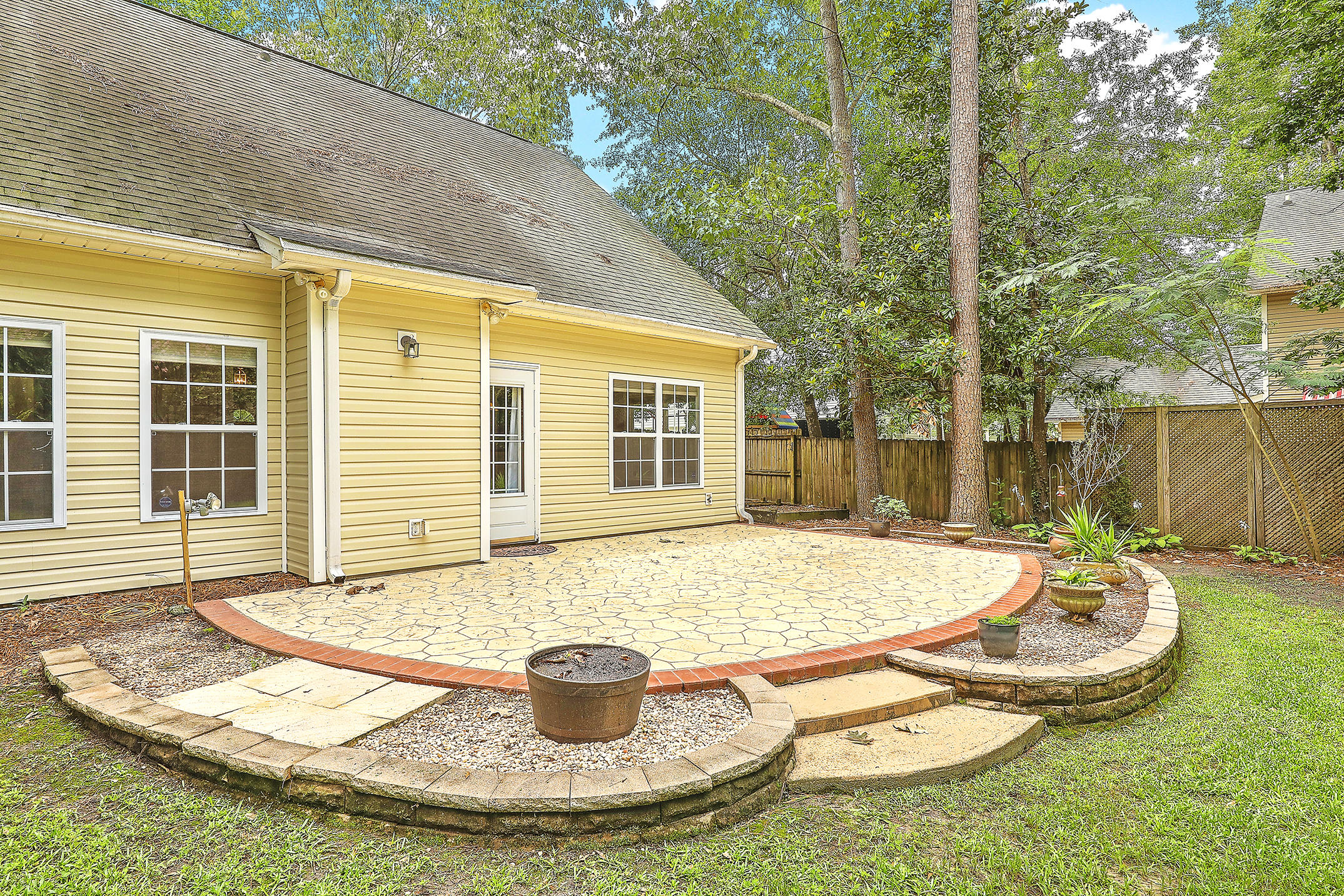 2910 Shadow Lane North Charleston, SC 29406