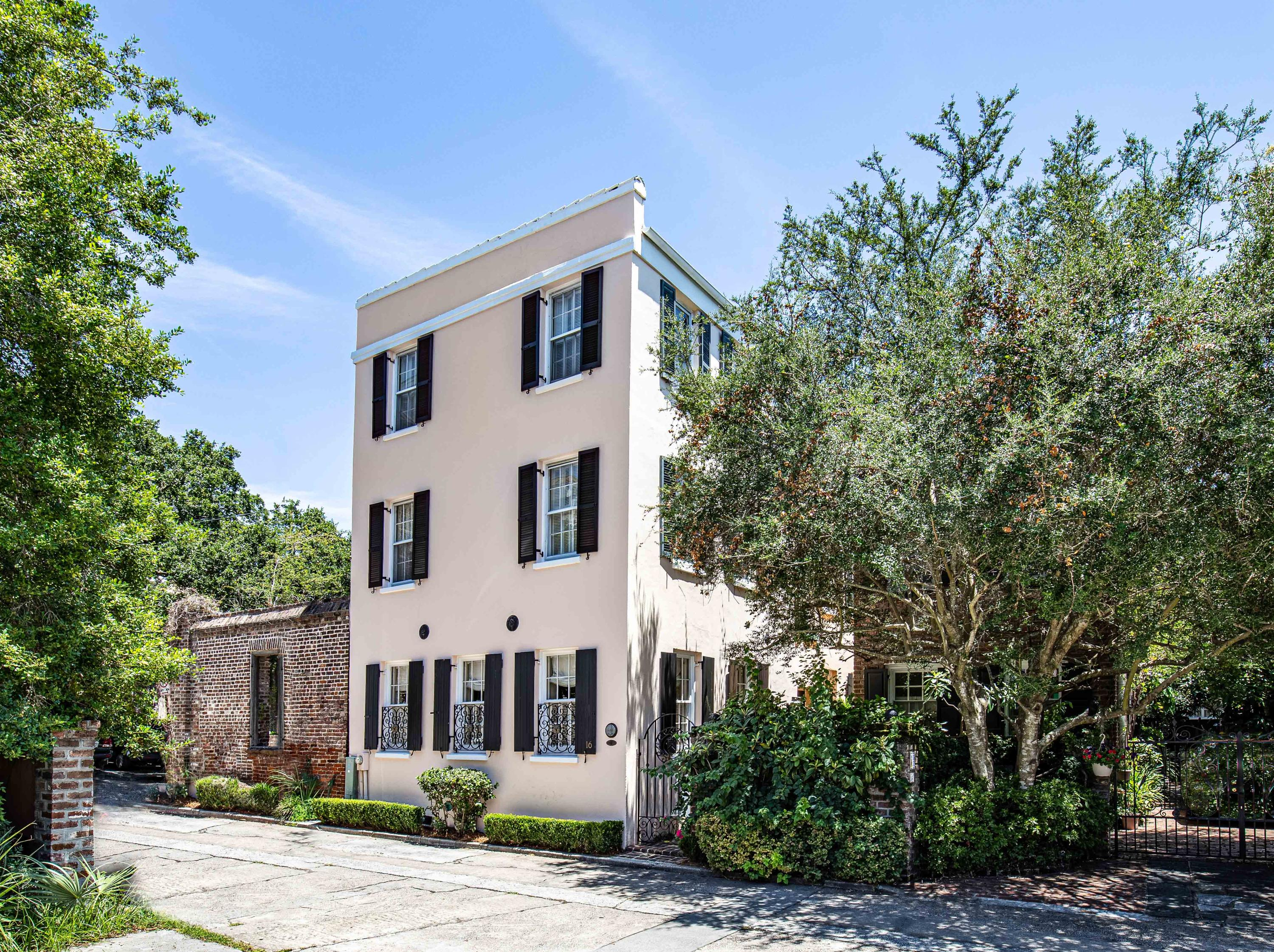 16 Bedons Alley Charleston, SC 29401