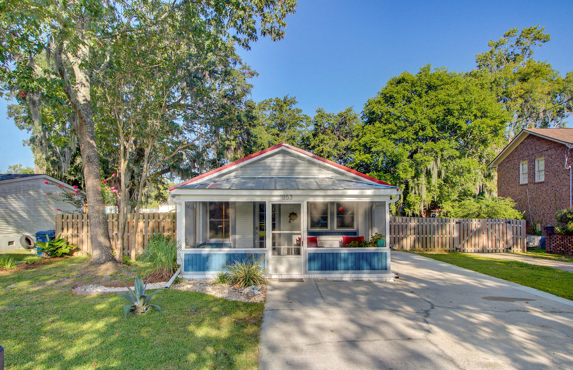 1853 Meadowlawn Drive Charleston, SC 29407