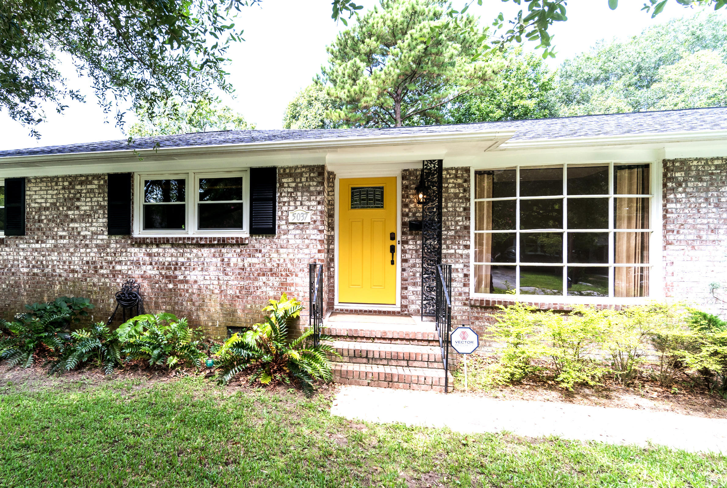 5037 France Avenue North Charleston, SC 29405