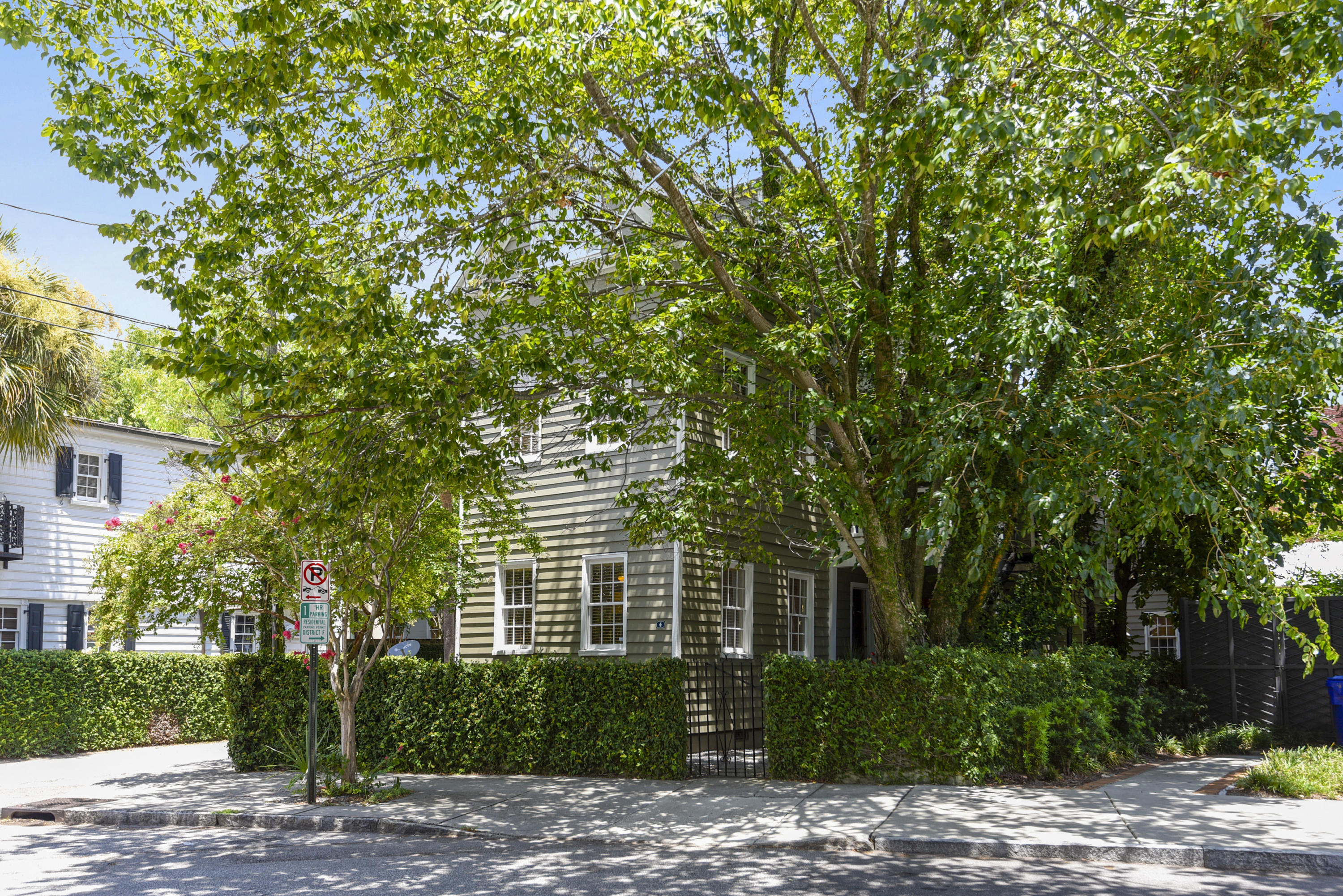4 Elizabeth Street Charleston, SC 29403