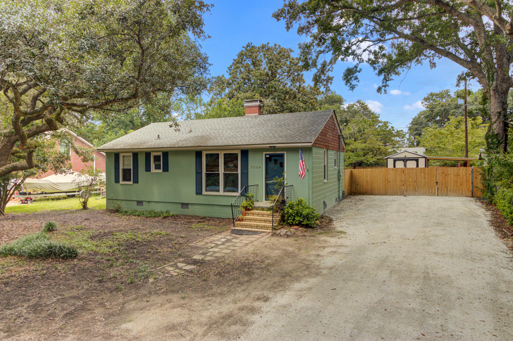 2064 Saint James Drive Charleston, SC 29412