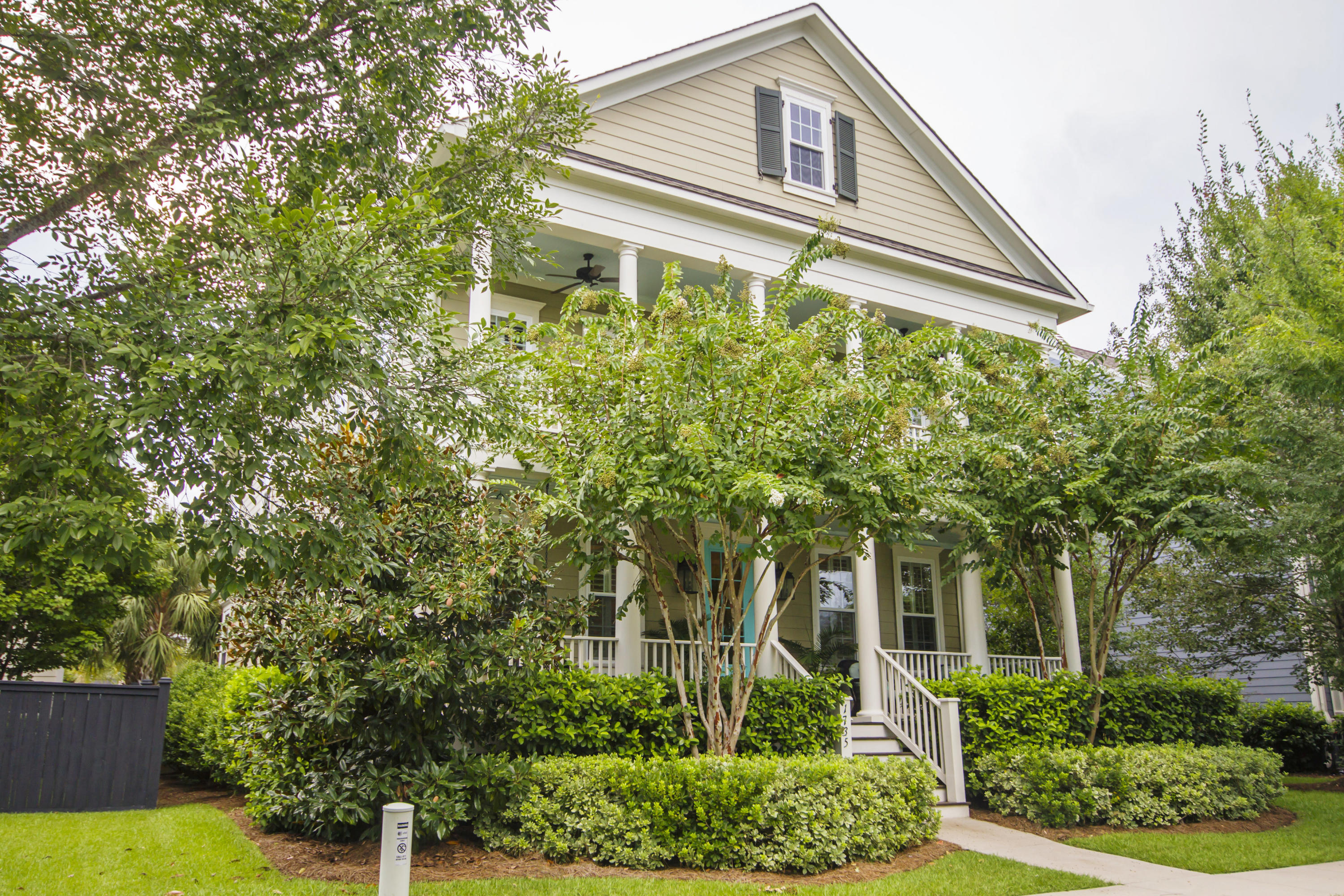 1735 Sailmaker Street Charleston, SC 29492