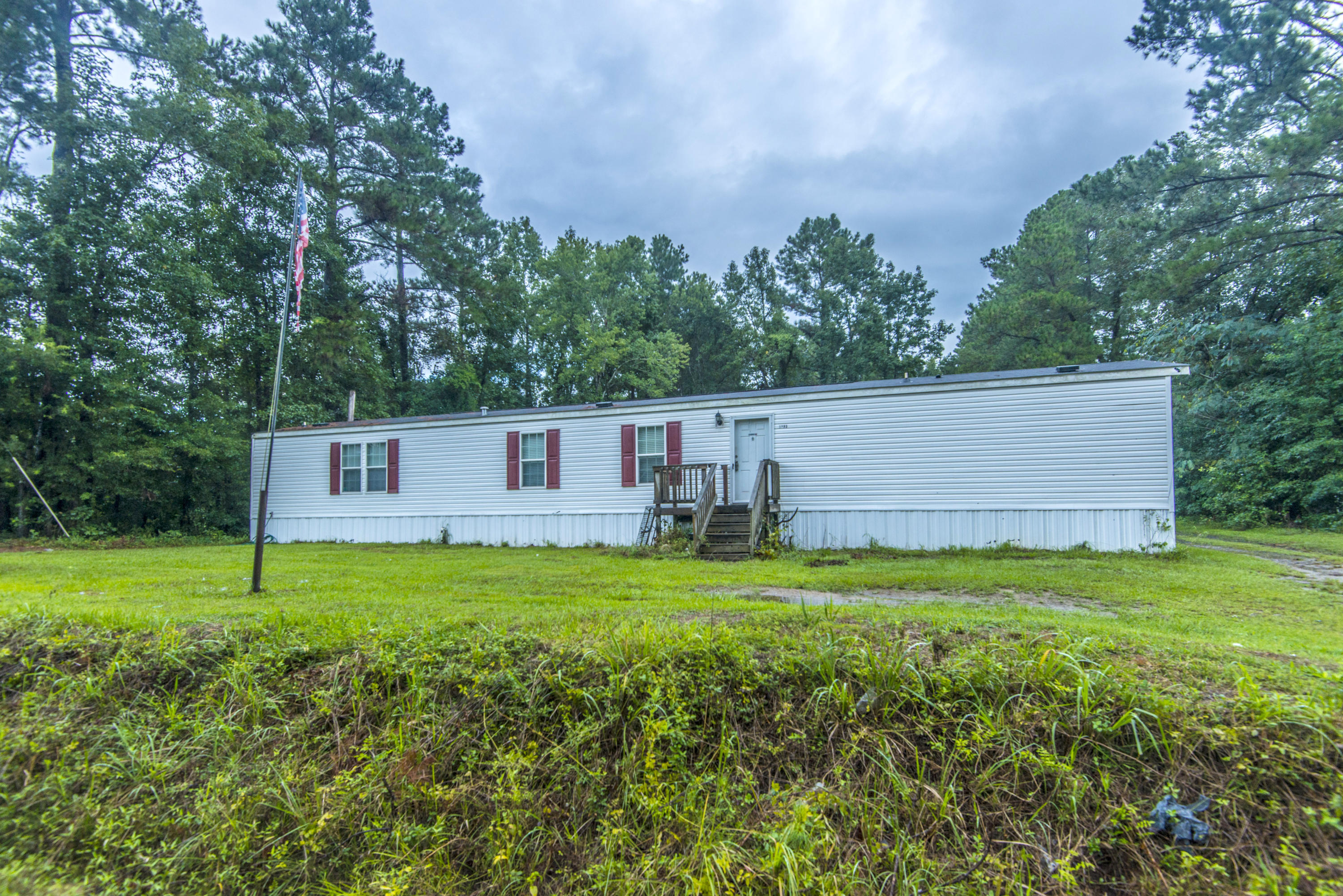 1295 Sandy Run Circle Summerville, SC 29486