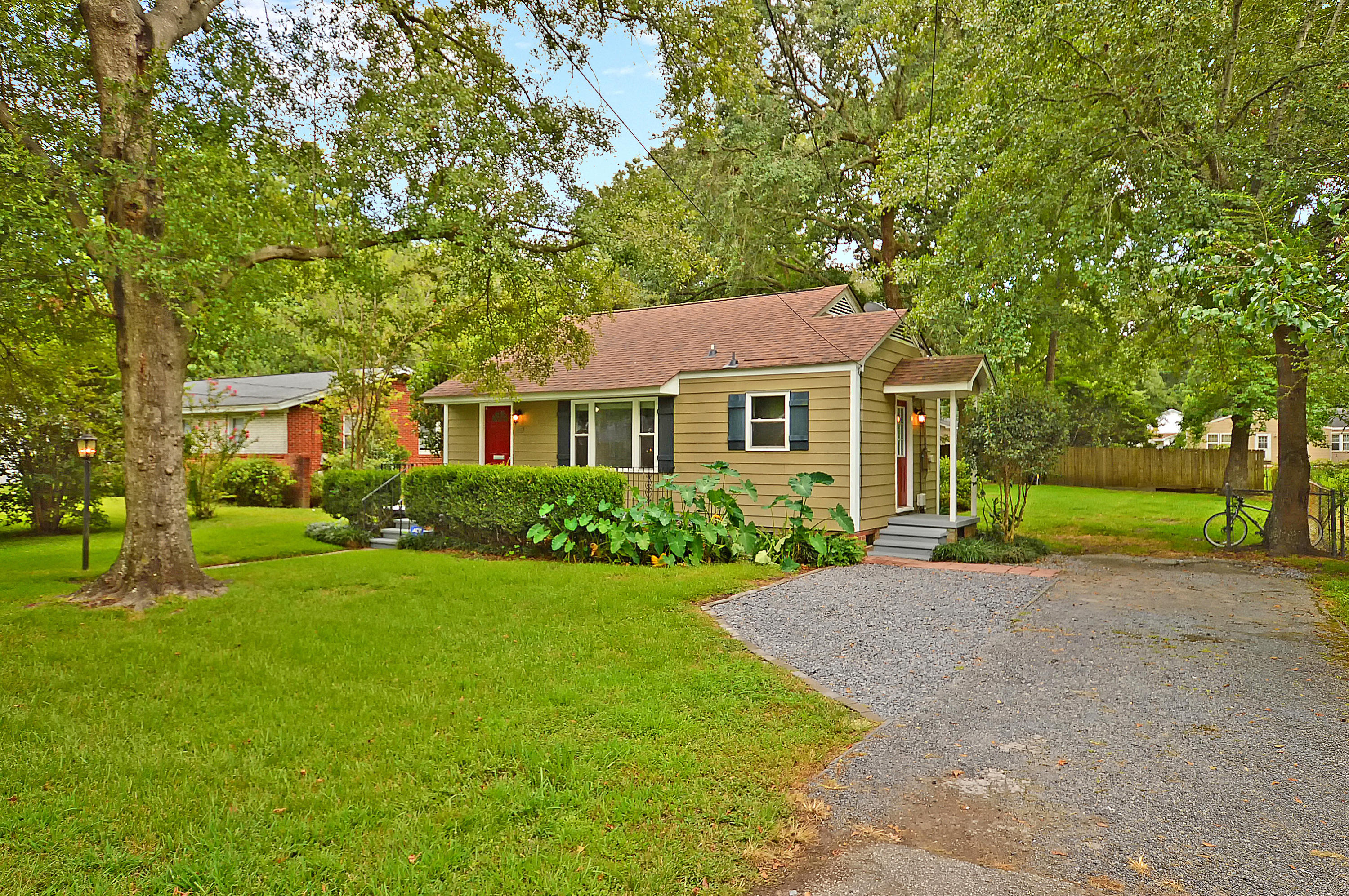 1167 Sherwood Street North Charleston, SC 29405