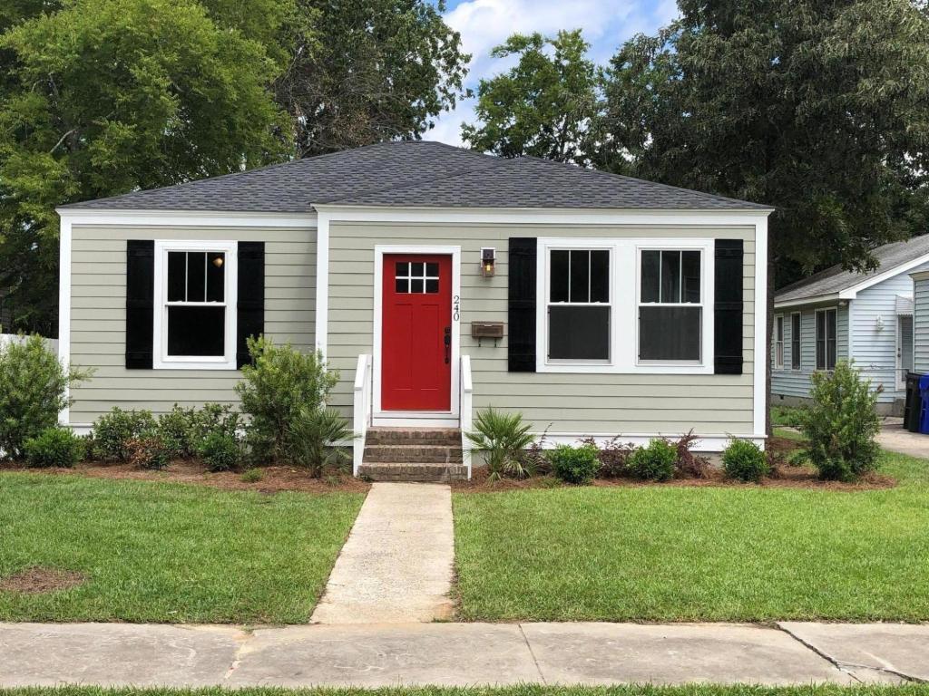 240 W Poplar Street Charleston, SC 29403