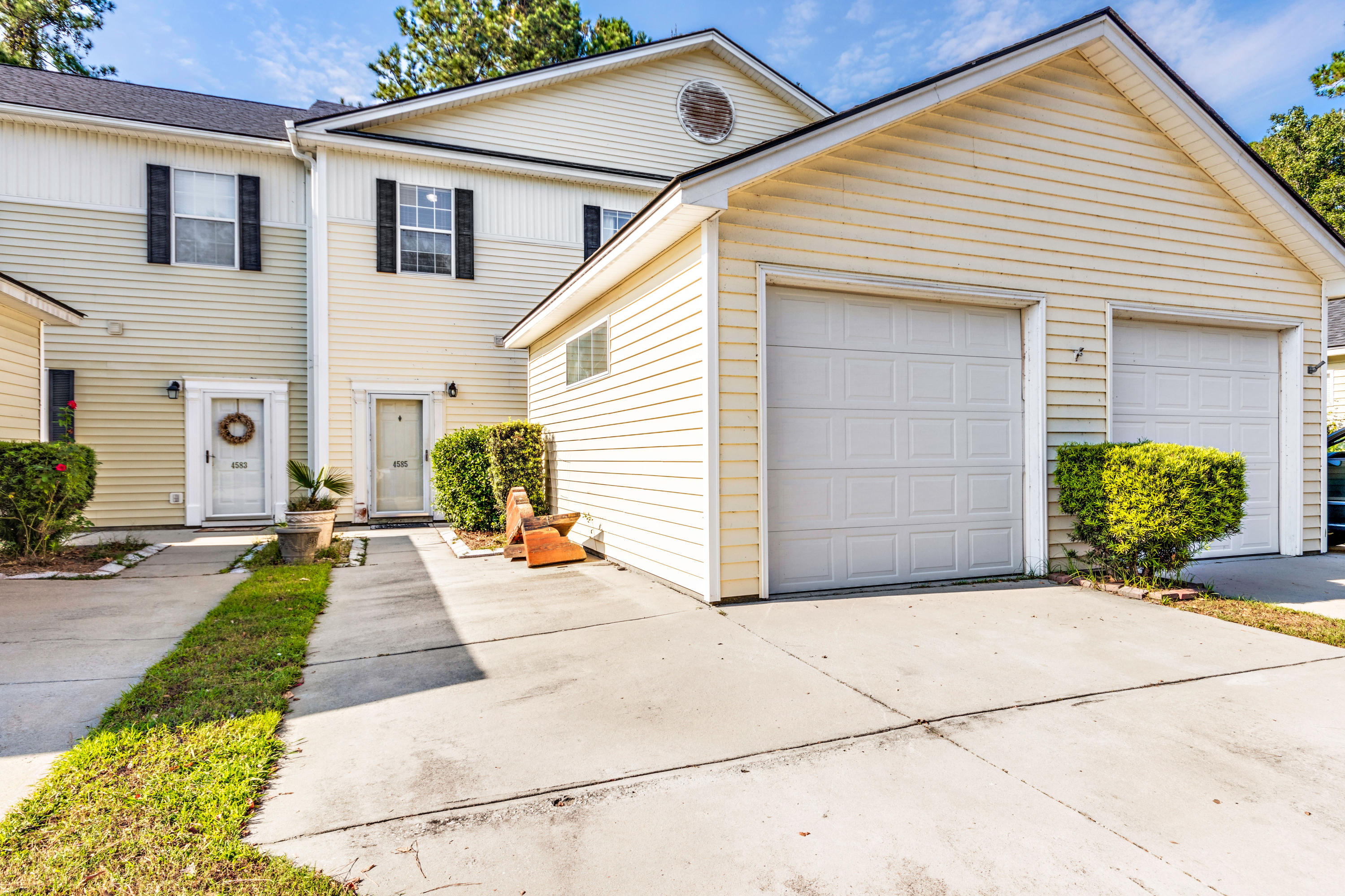 4585 Great Oak Drive North Charleston, SC 29418