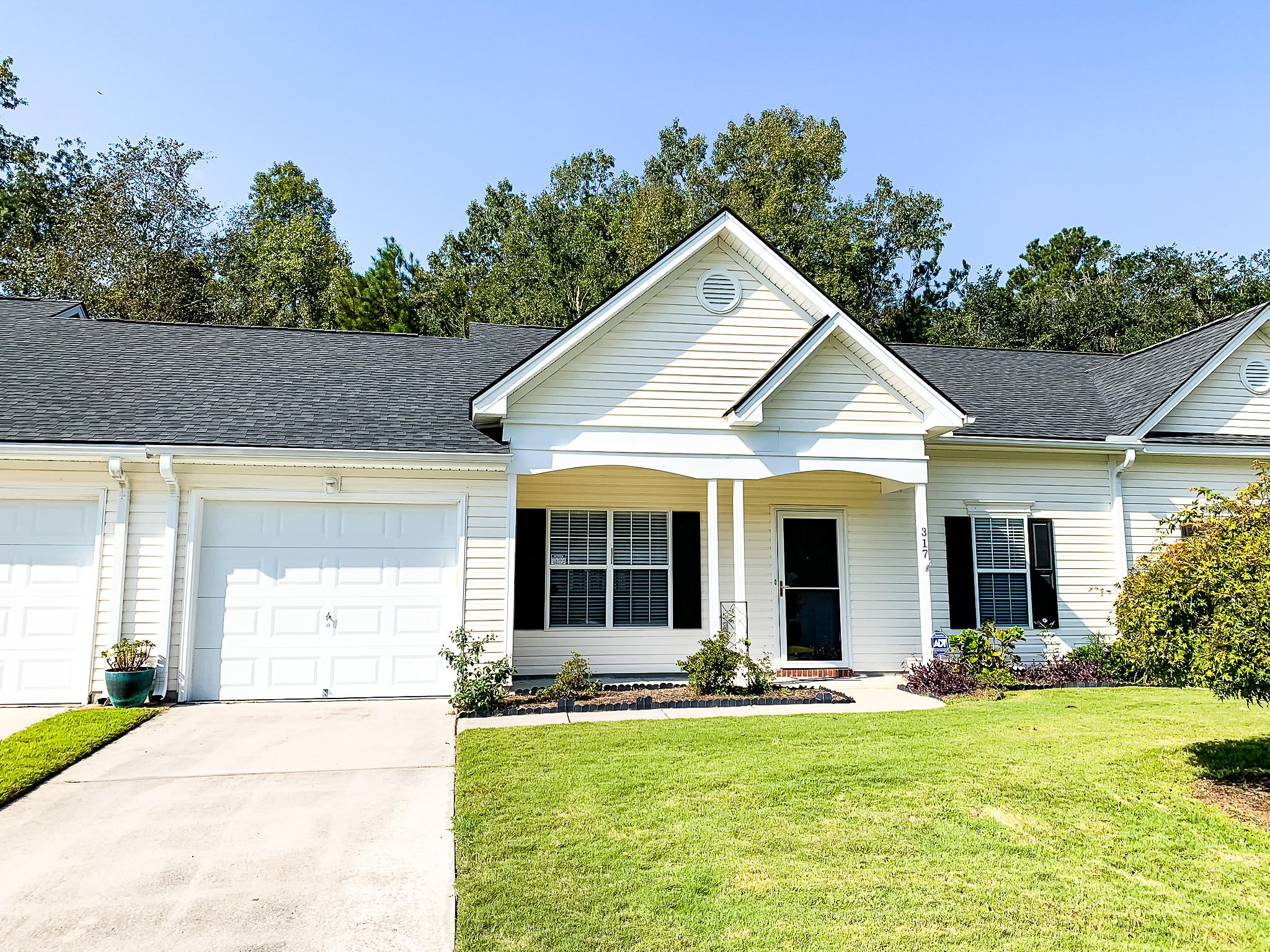 317 Dupont Way Summerville, SC 29485