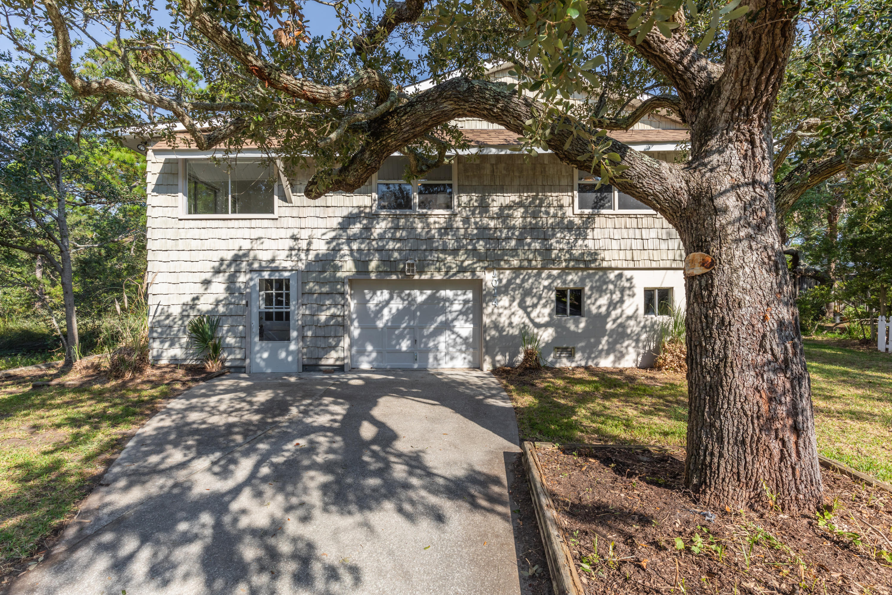 1014 E Cooper Avenue Folly Beach, SC 29439