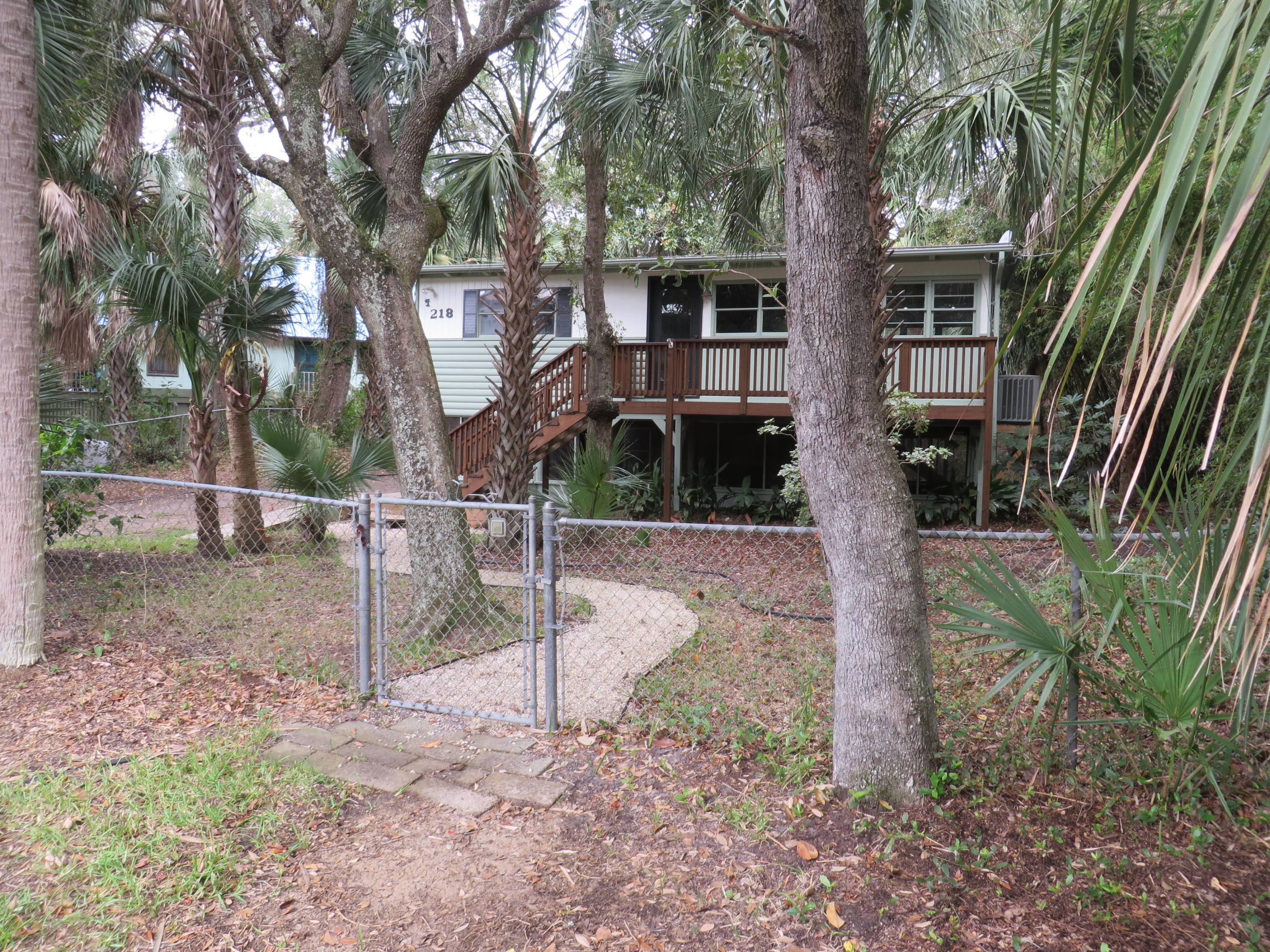 218 W Hudson Avenue Folly Beach, SC 29439