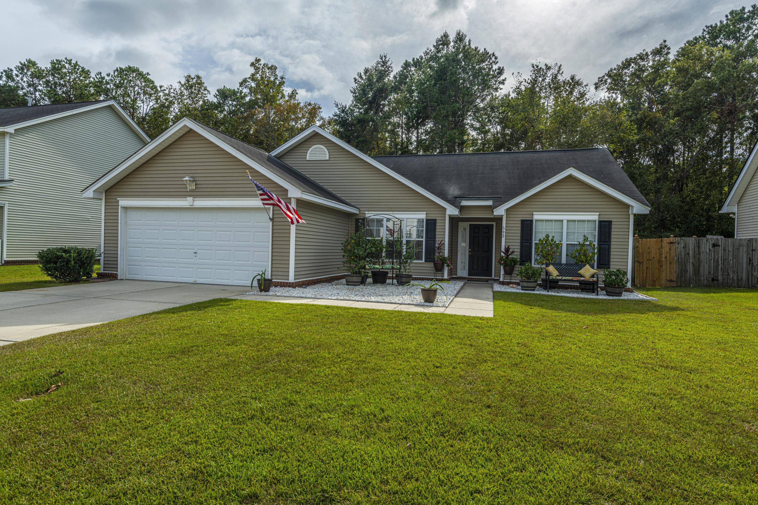 592 Hainsworth Drive Charleston, SC 29414