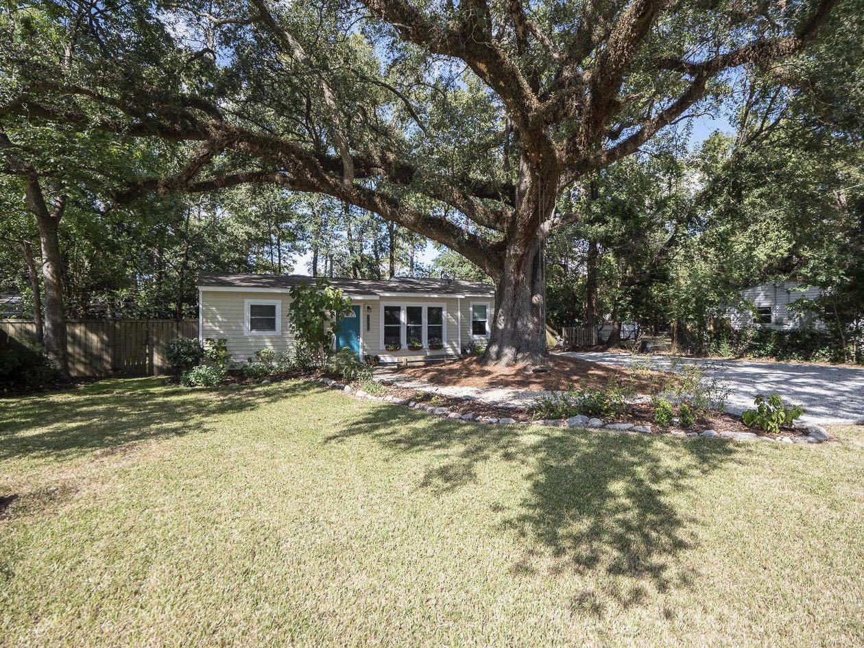 1722 W Robinhood Drive Charleston, SC 29407