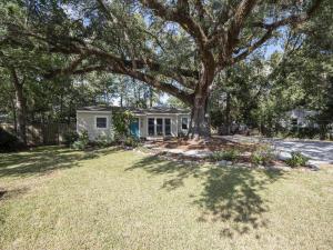 1722 Robinhood Drive, Charleston, SC 29407