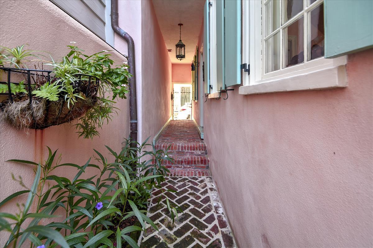 8 Orange Street Charleston, SC 29401
