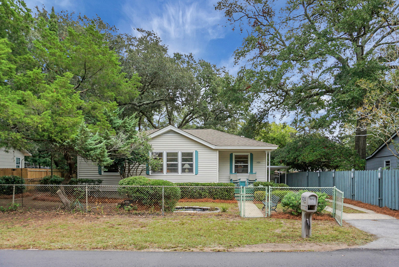 1424 Moultrie Street Mount Pleasant, SC 29464