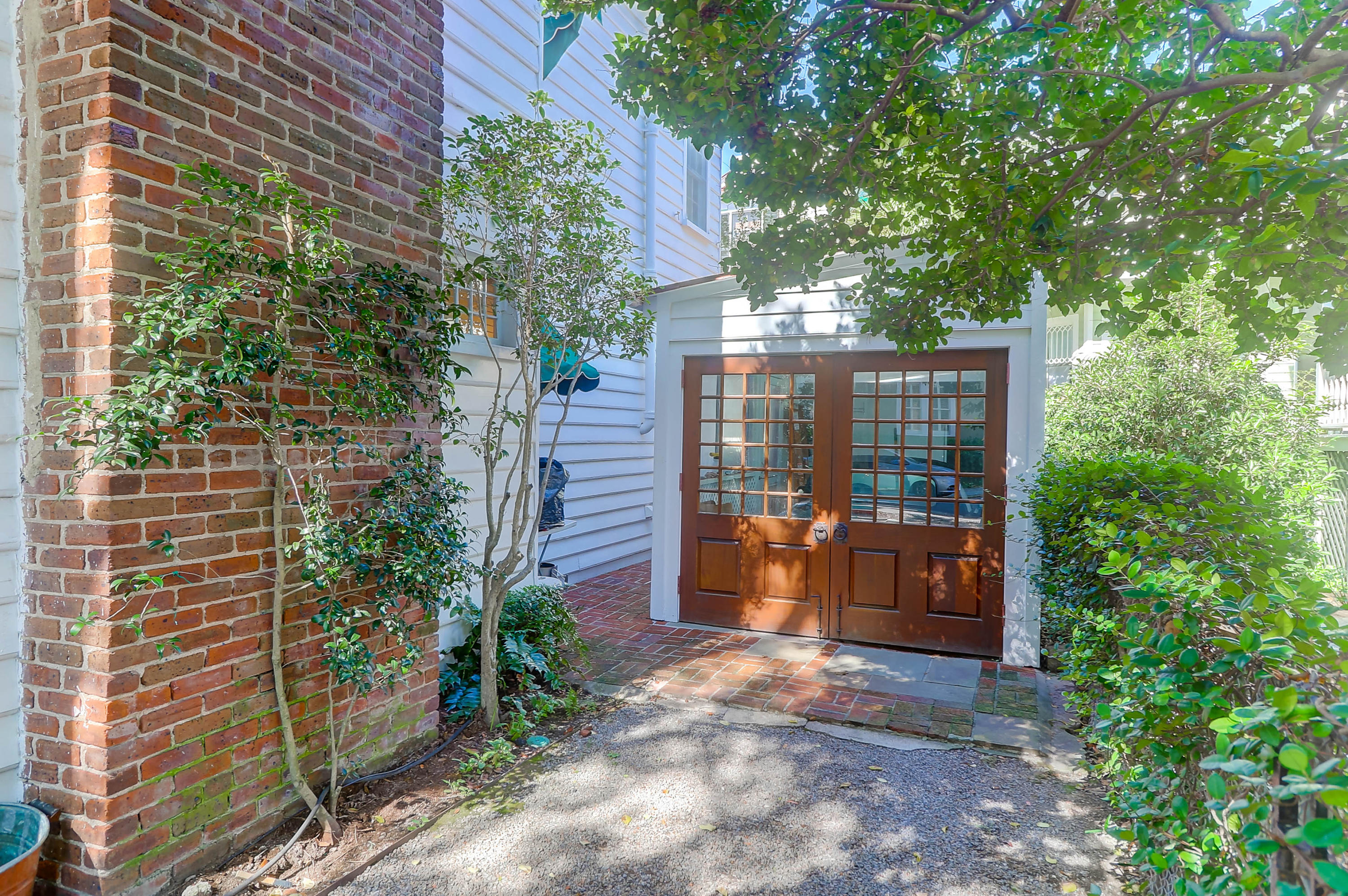 South of Broad Homes For Sale - 130 1/2 Tradd, Charleston, SC - 29