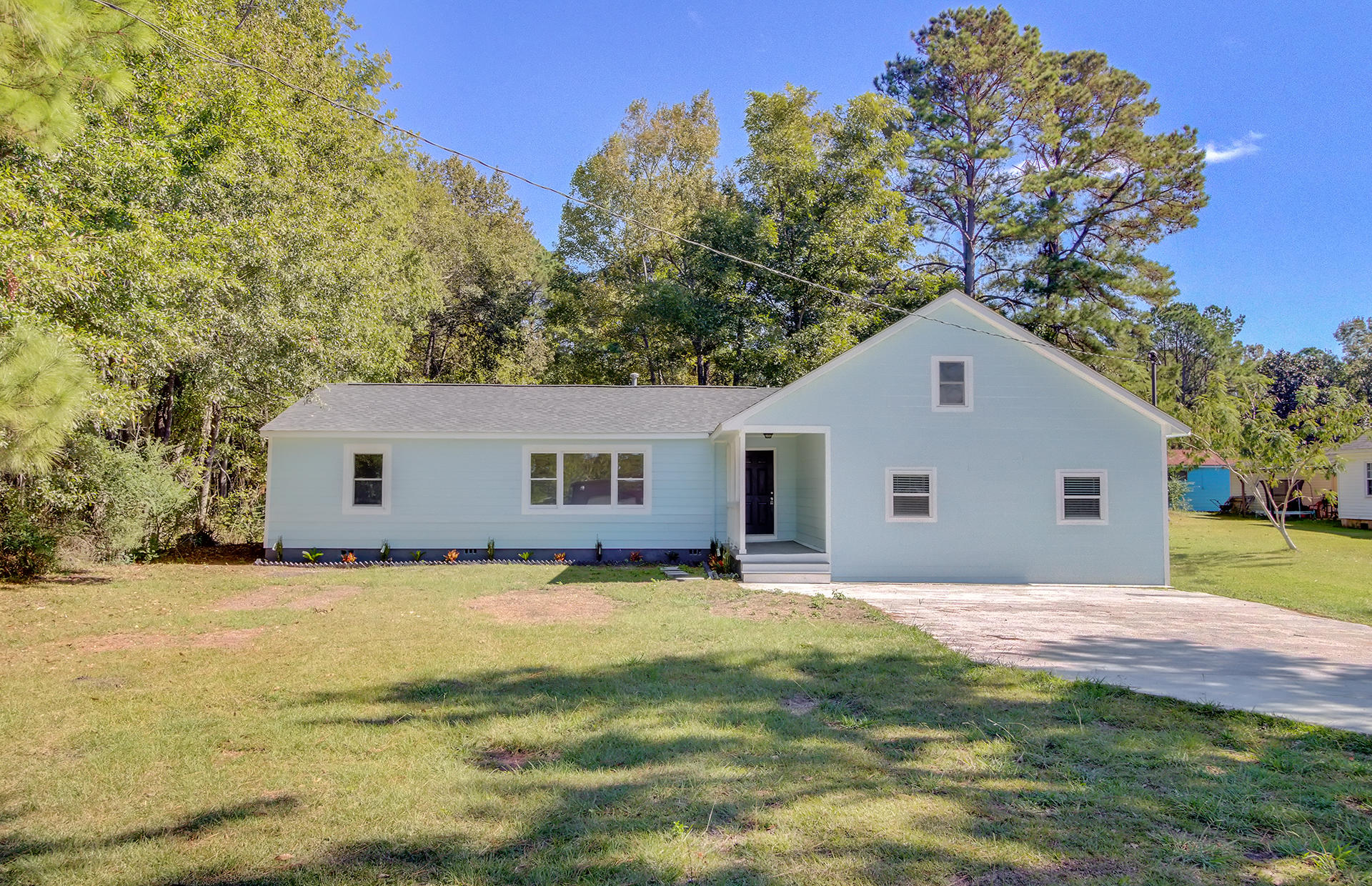 8906 Deerwood Drive North Charleston, SC 29406