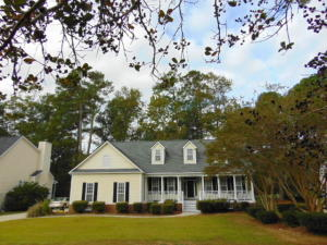 ONE OF THE ABSOLUTE BEST PLANS ANYWHERE ON ONE OF THE ABSOLUTE BEST GOLF COURSE LOTS IN LOVELY LEGEND OAKS - 3.5 BATHS IN THIS SPACIOUS 1 STORY W/ UPSTAIRS 2 ROOM SUITE & FULL BATH - STRIKING HIGH VAULTED CEILINGS IN FAMILY ROOM EXTEND THRU THE VAULTED SCREENED PORCH OVERLOOKING NUMBER 1 FAIRWAY THRU THE OAK TREES - MASTER BR HAS ARCHED CEILINGS, WALL OF WINDOWS, SEPARATE HIS & HER VANITIES, WHIRLPOOL TUB, BIG SHOWER & WALKIN CLOSET - GUEST WING HAS 2 SECONDARIES JOINED BY JACK & JILL BATH - GRANITE COUNTERTOPS & UPSCALE APPLIANCES IN BIG EATIN KITCHEN W/ BAY WINDOW ADJACENT TO WIDE GRILLING DECK - FORMAL DINING ROOM HAS TRAY CEILINGS - BIG SIDE ENTRY GARAGE ON THIS VERY BIG LOT - MORE GREAT VIEWS OF AERATED POND ACROSS THE STREET FM WIDE FRONT PORCH - SHORT WALK TO CLUBHOUSE & AMENITIES