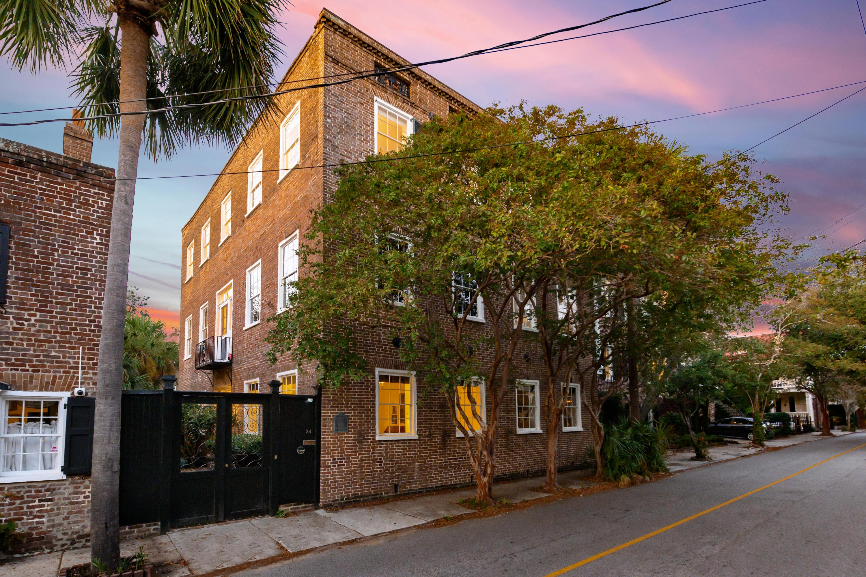 24 Wentworth Street Charleston, SC 29401