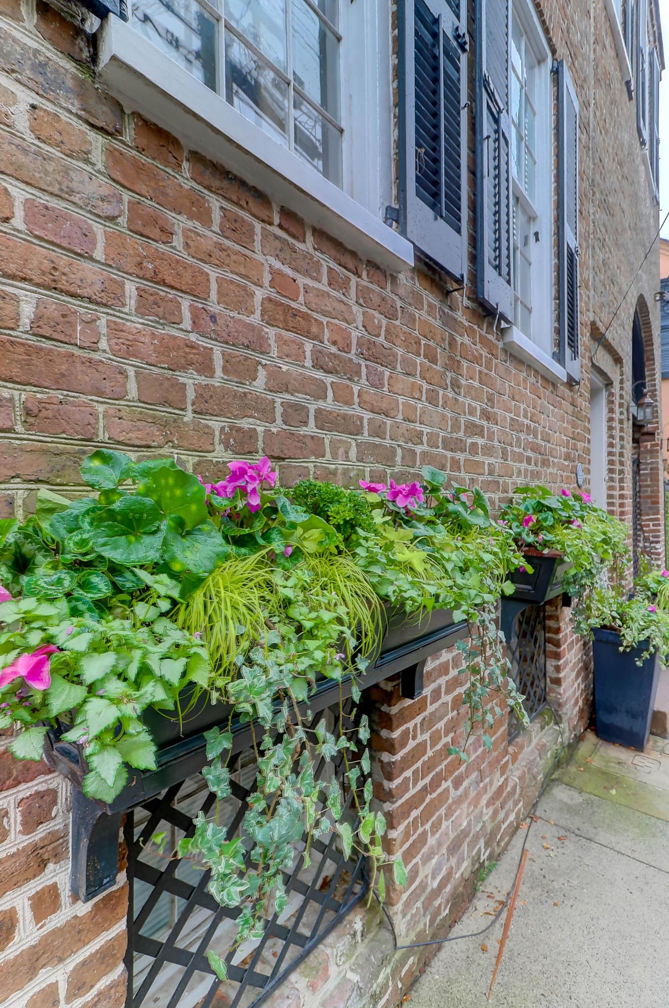 27 Wentworth Street Charleston, SC 29401