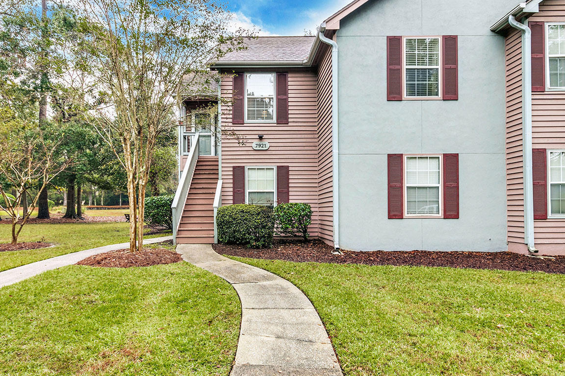 7921 E305 Cricket Court North Charleston, SC 29418