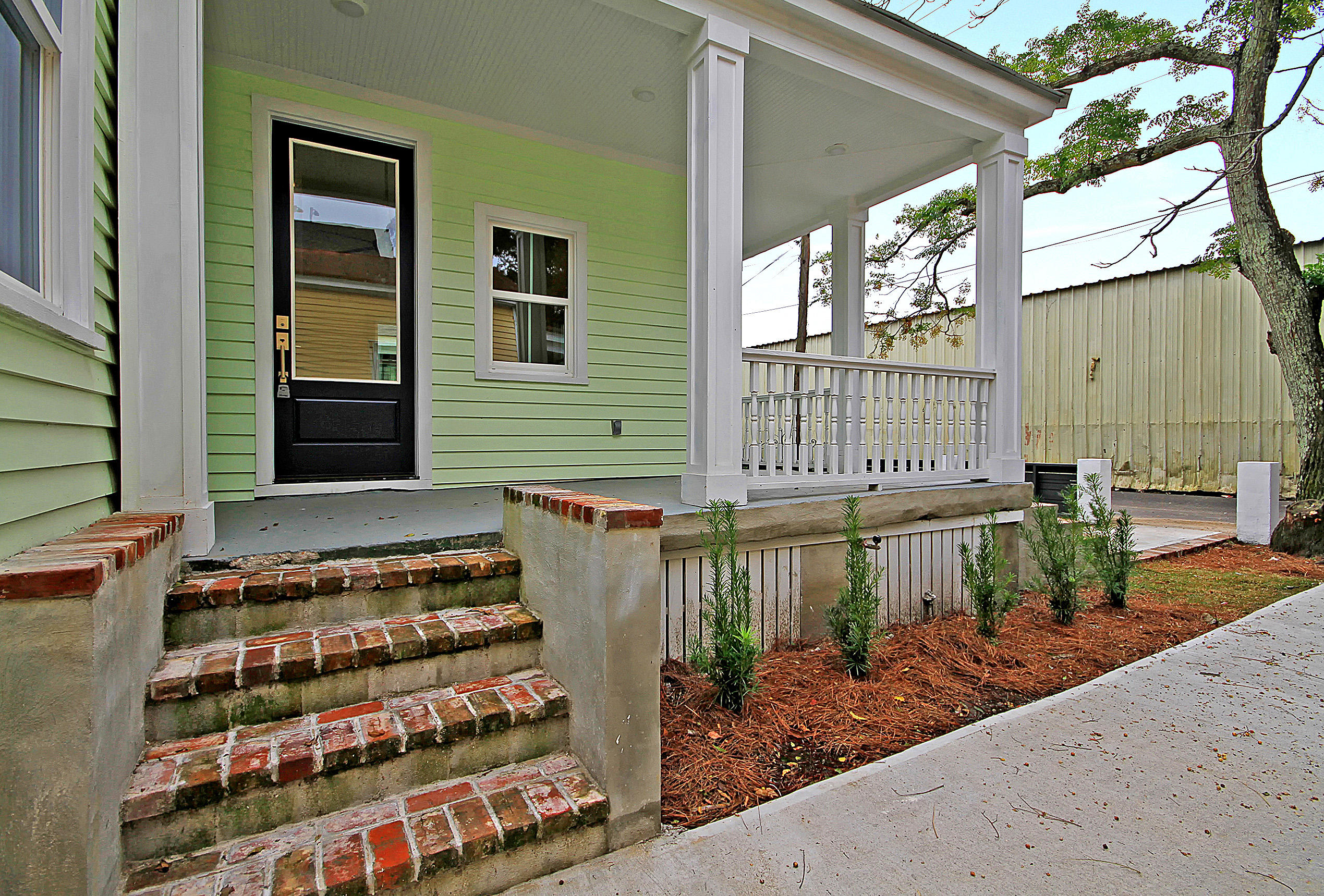 10 Poinsett Street Charleston, SC 29403