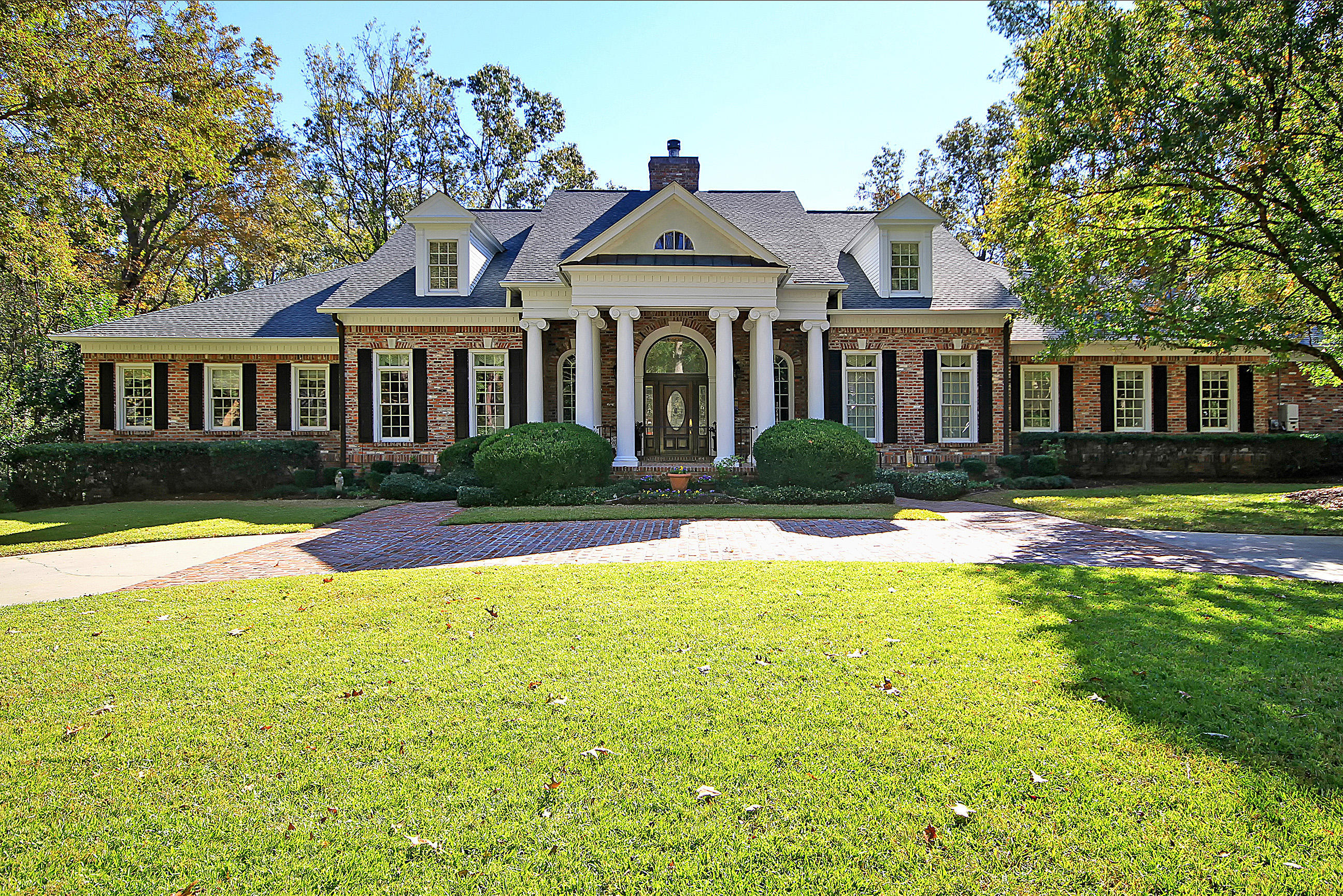 240 Glen Forest Court Summerville, SC 29485
